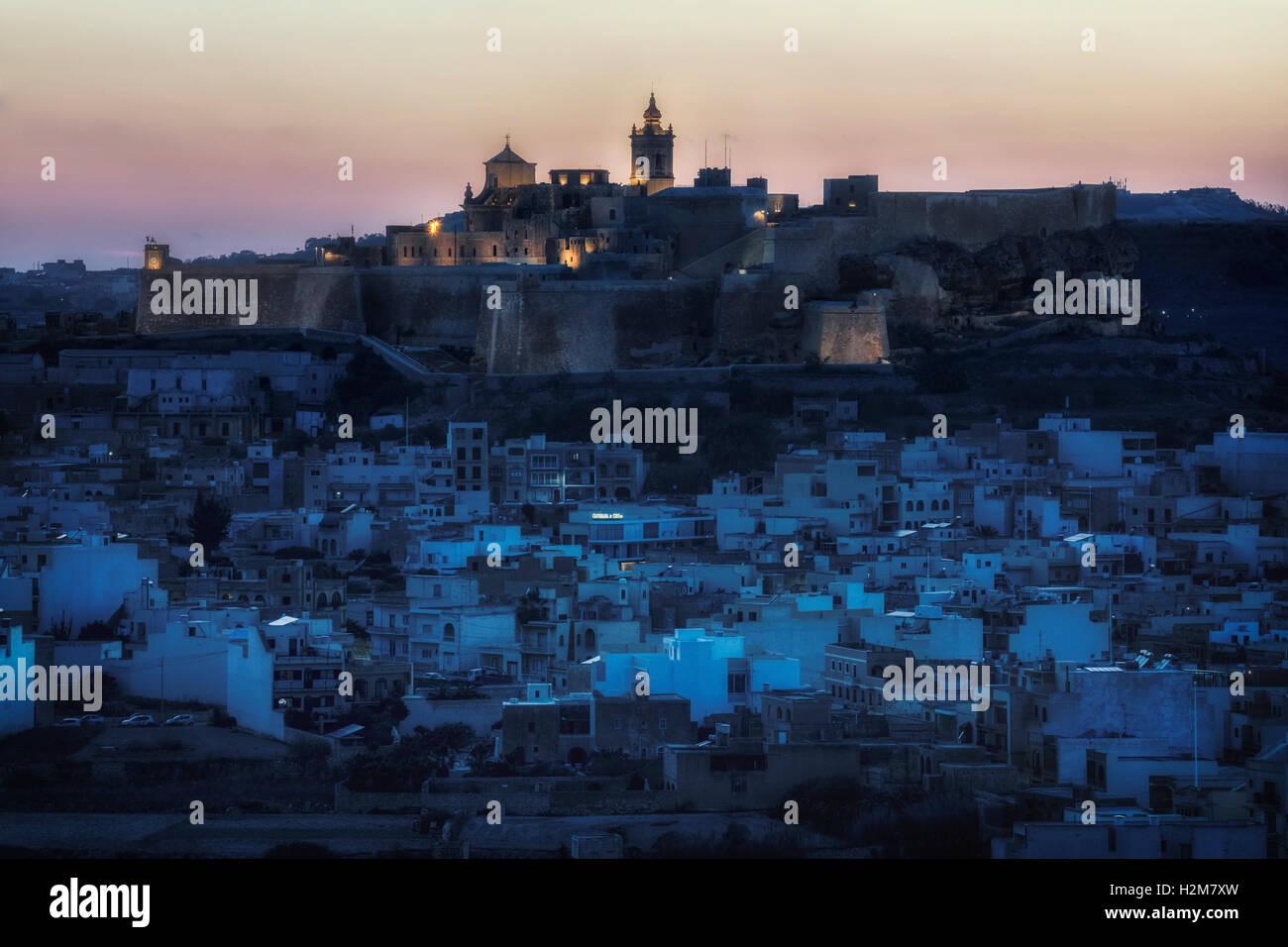 Cittadella in der Nacht, Victoria, Gozo, Malta Stockbild