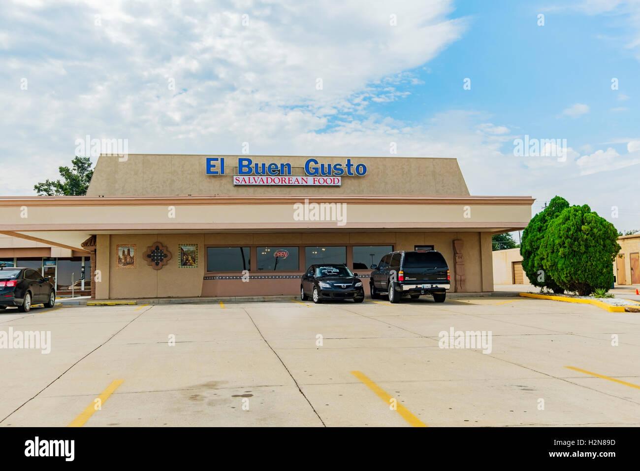 Das äußere des El Buen Gusto salvadorianischen Restaurant 2116 SW 74, Oklahoma City, Oklahoma, USA. Stockbild