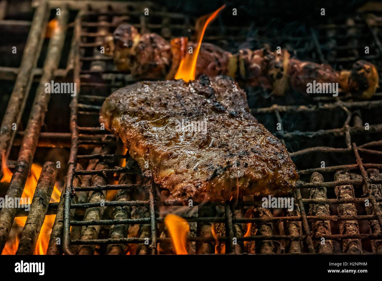 Spareribs Grillen Gasgrill Dauer : Südafrikanische grill outdoor küche mit spareribs und fleisch