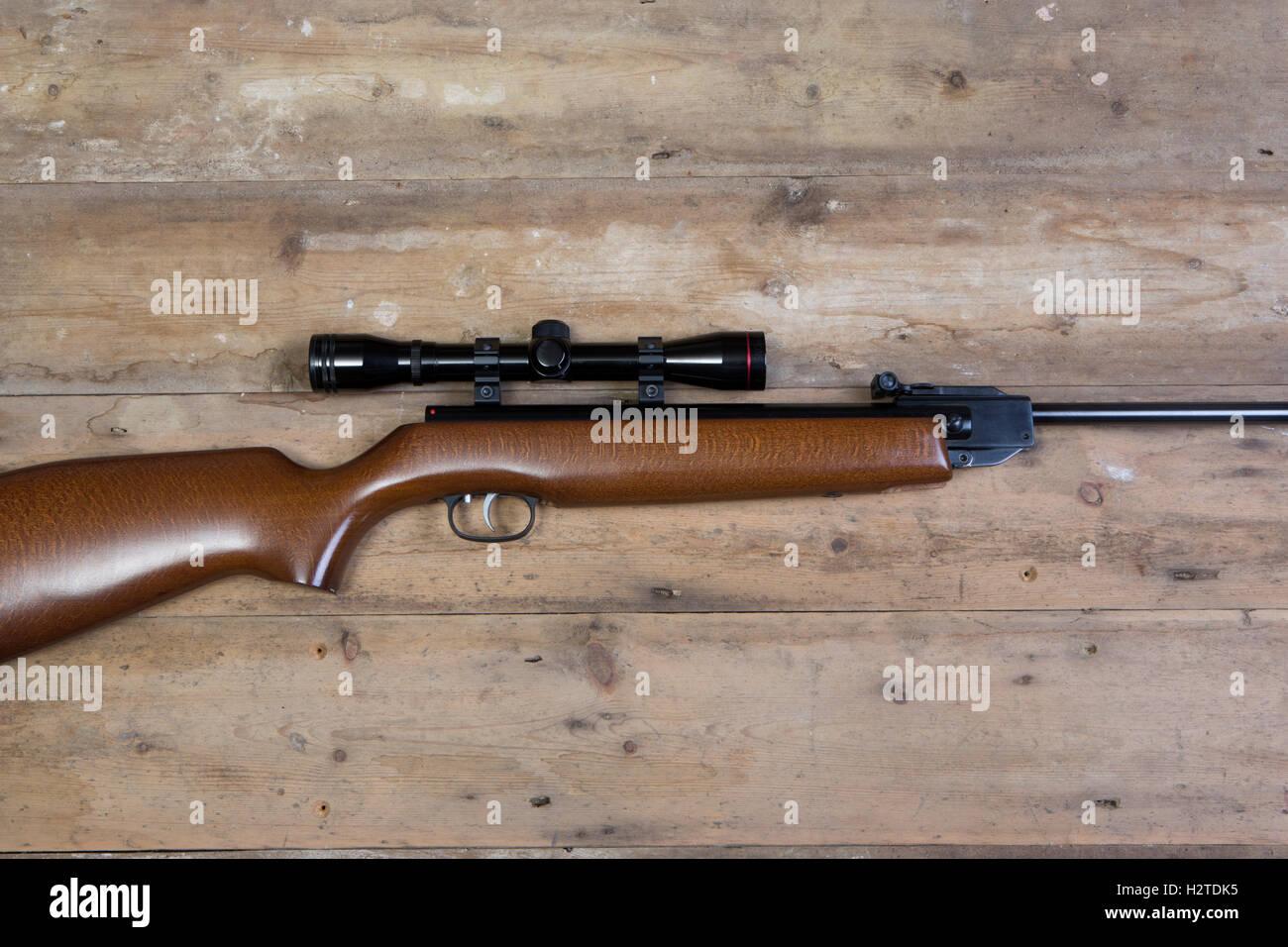 Luftgewehr mit einem zielfernrohr stockfoto bild: 122239465 alamy