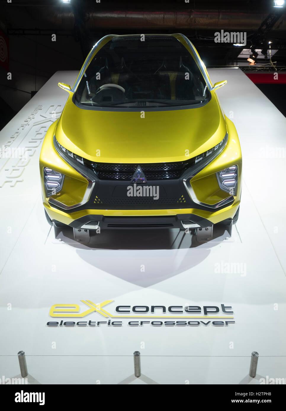 Mitsubishi EX elektrische Crossover-Konzept-Fahrzeug auf der Paris Motor Show 2016 Stockbild