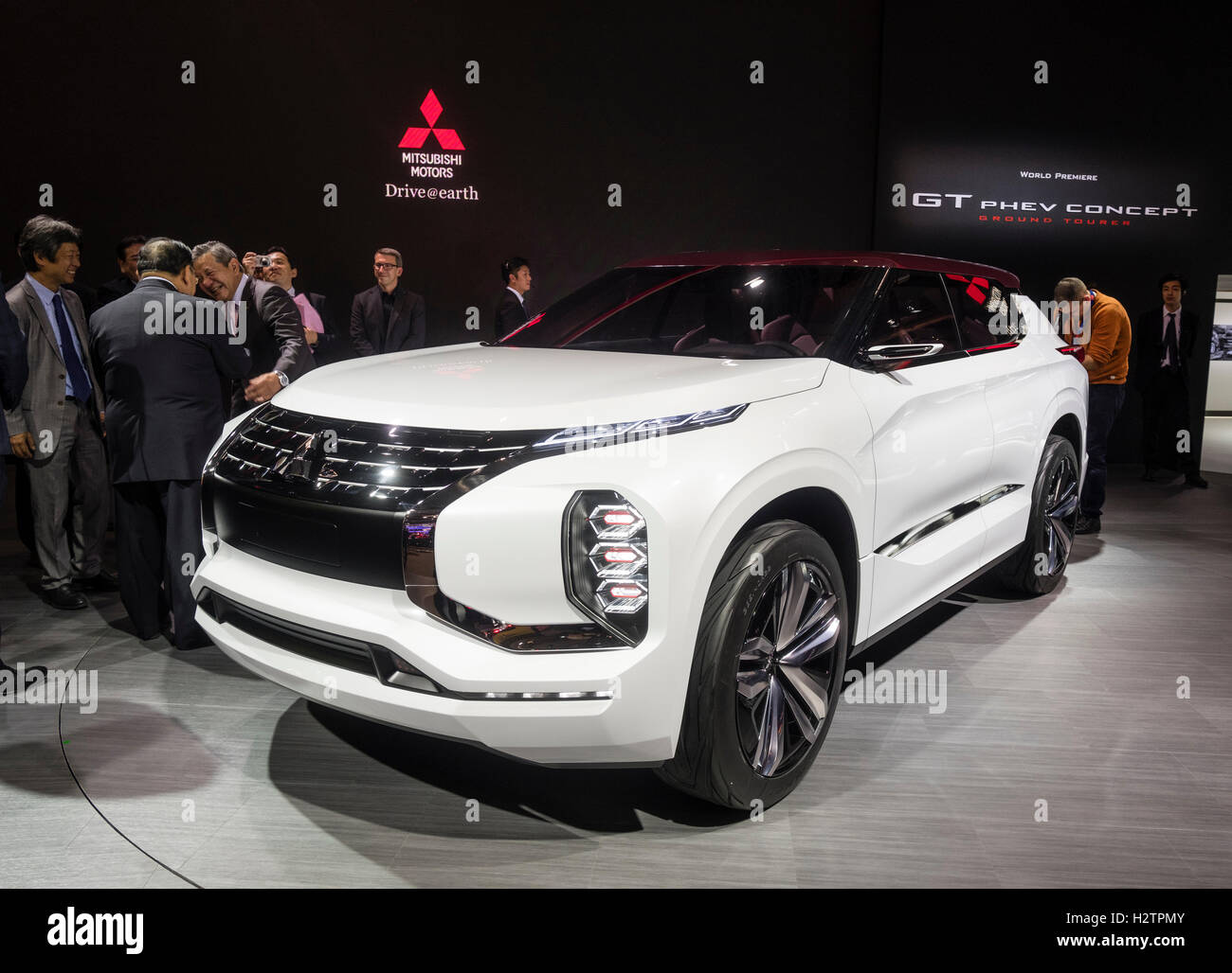Mitsubishi GT PHEV Konzept SUV auf der Paris Motor Show 2016 Stockbild