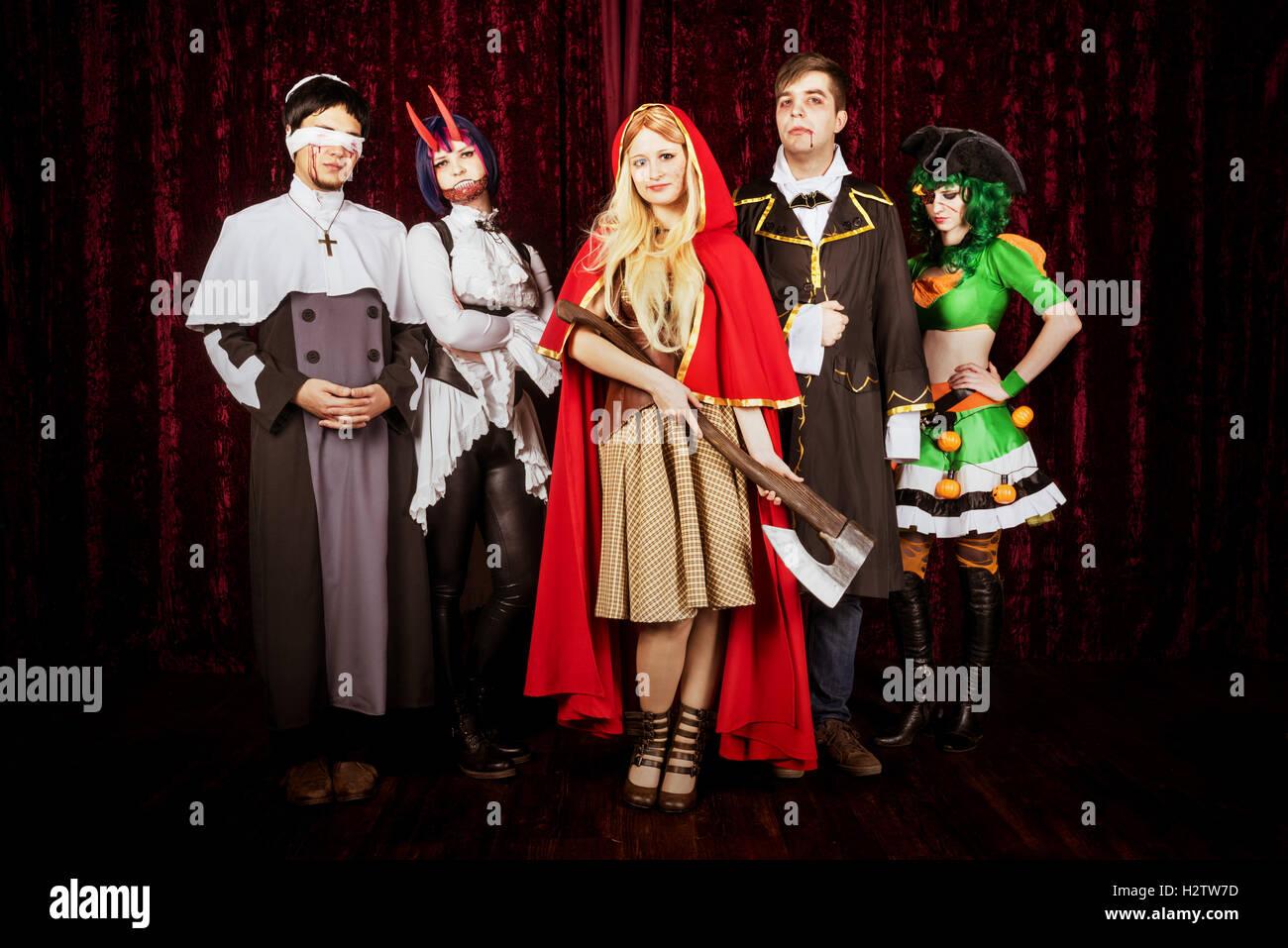 Halloween Gruppo.Gruppe Von Freunden In Halloween Kostumen Stockfoto Bild 122248545