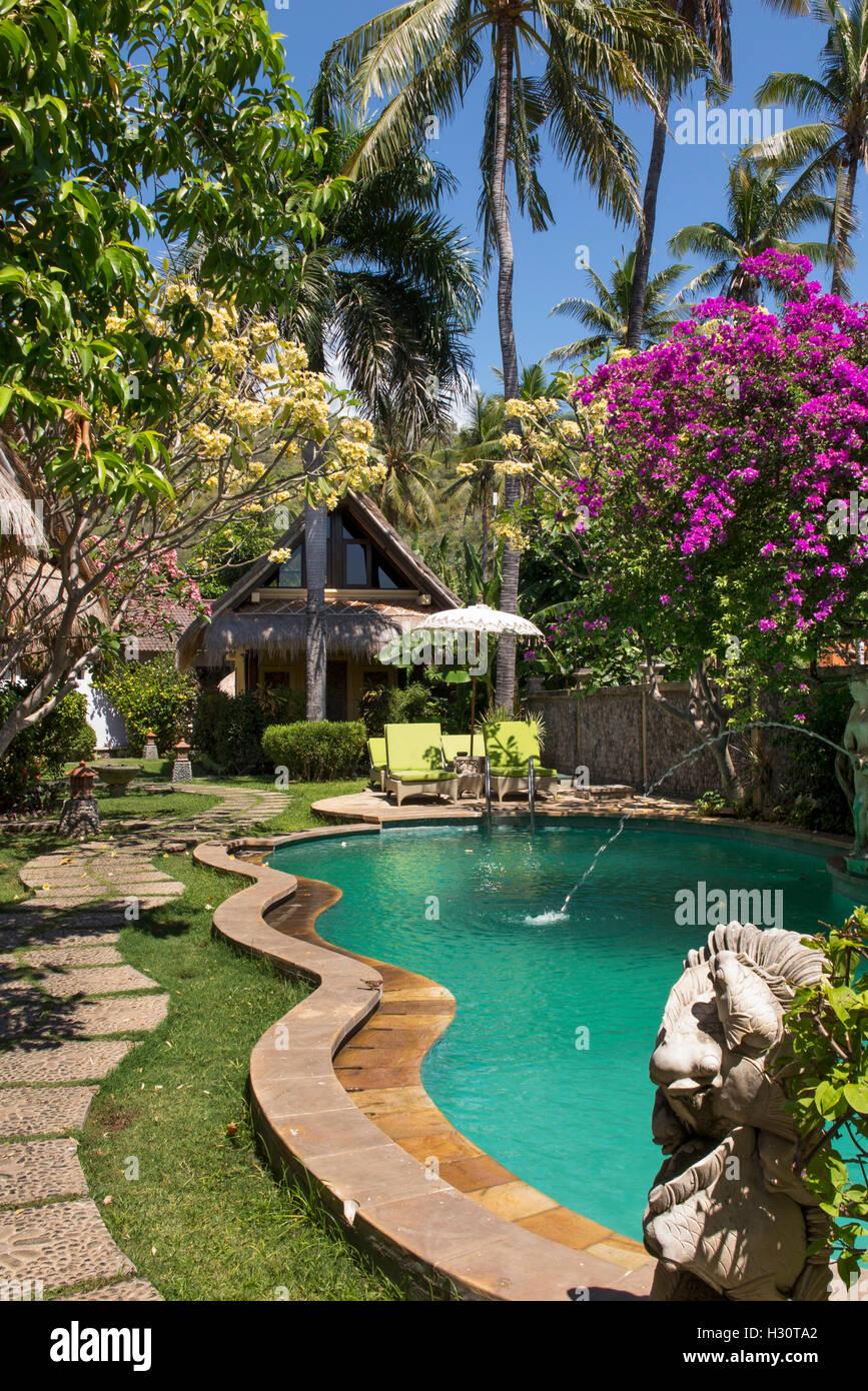 Indonesien, Bali, Amed, Kollektiv-Lebensversicherung in Amed Resort Swimmingpool Stockbild