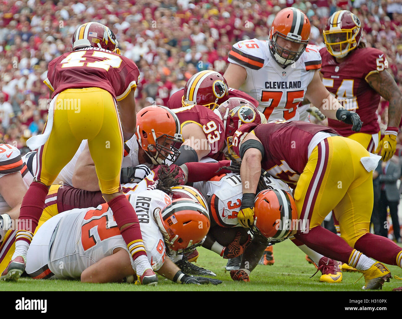 Landover, Maryland, USA. 2. Oktober 2016. Cleveland Browns Runningback Jesaja Crowell (34) punktet seinem Team den Stockfoto