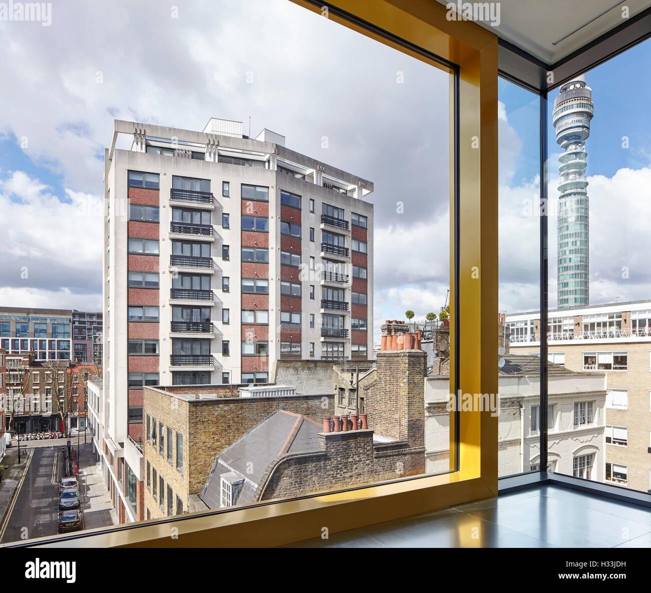 Blick auf den BT Tower. Gold eloxiert Fensterrahmen. 46 Whitfield ...