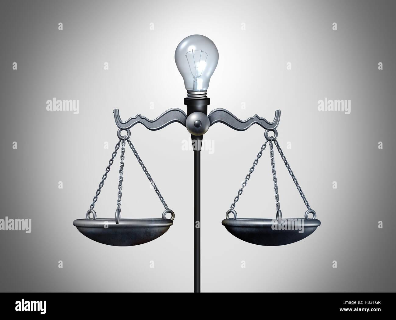 Rechtliche Idee und smart intelligente Strategiekonzept als eine leuchtende Glühbirne Ausgleich einer Justiz Stockbild