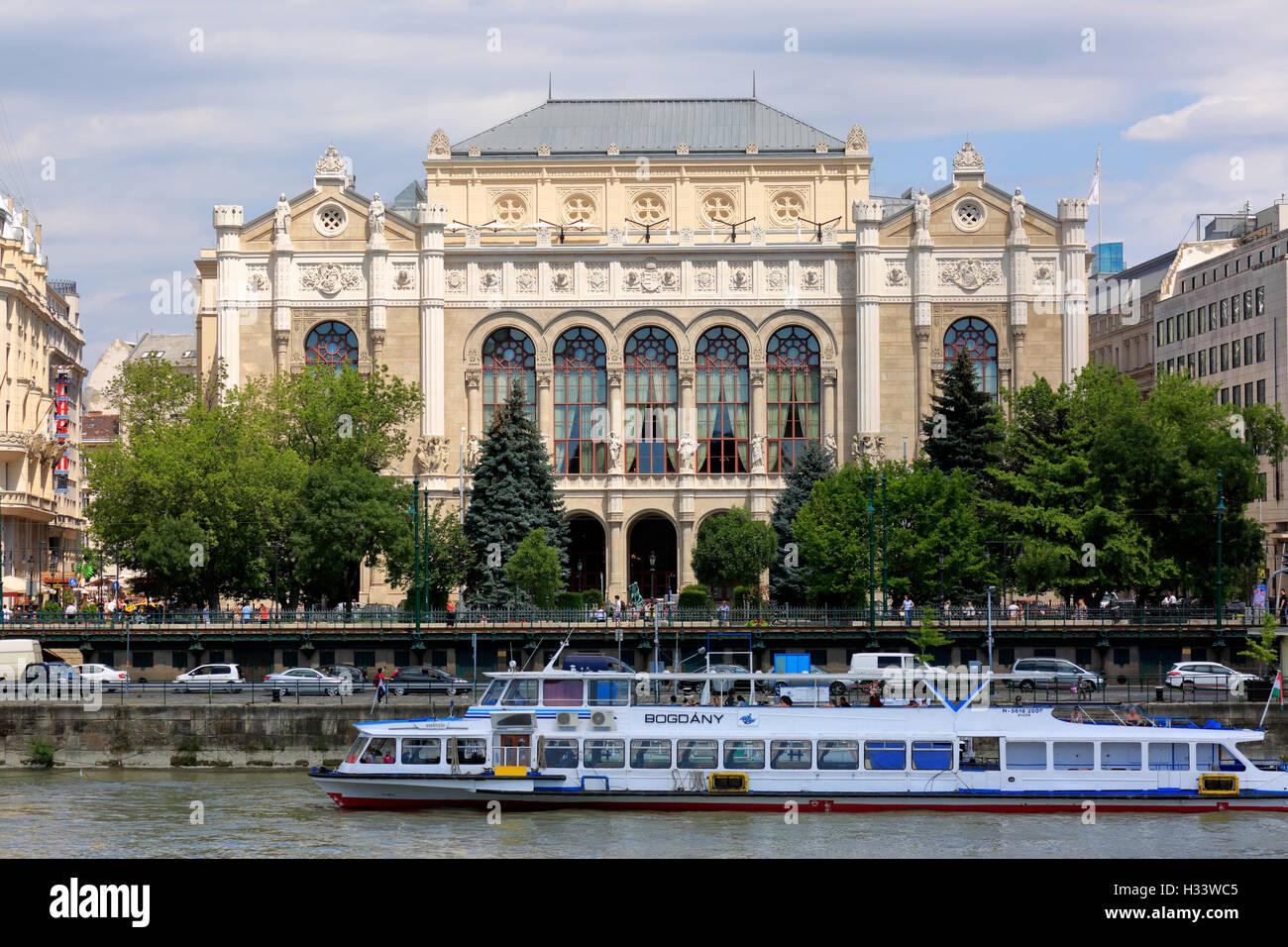 Ballhaus Redoute Im Stil der Romantik bin Donaukorso in Mittelungarn, Budapest, Ungarn Stockbild