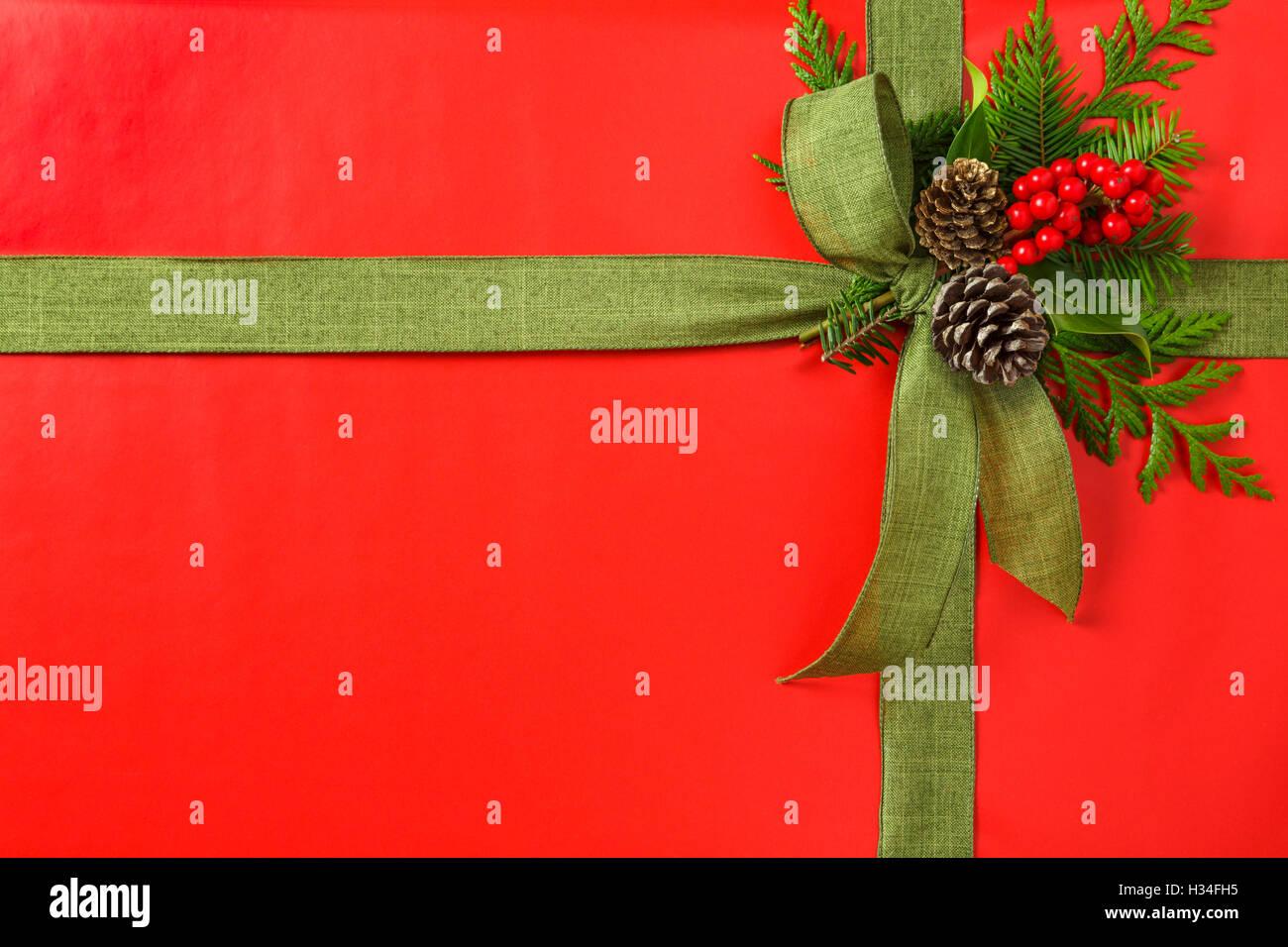 Klassische rote und grüne Weihnachts-Geschenk Weihnachtsgeschenk mit ...