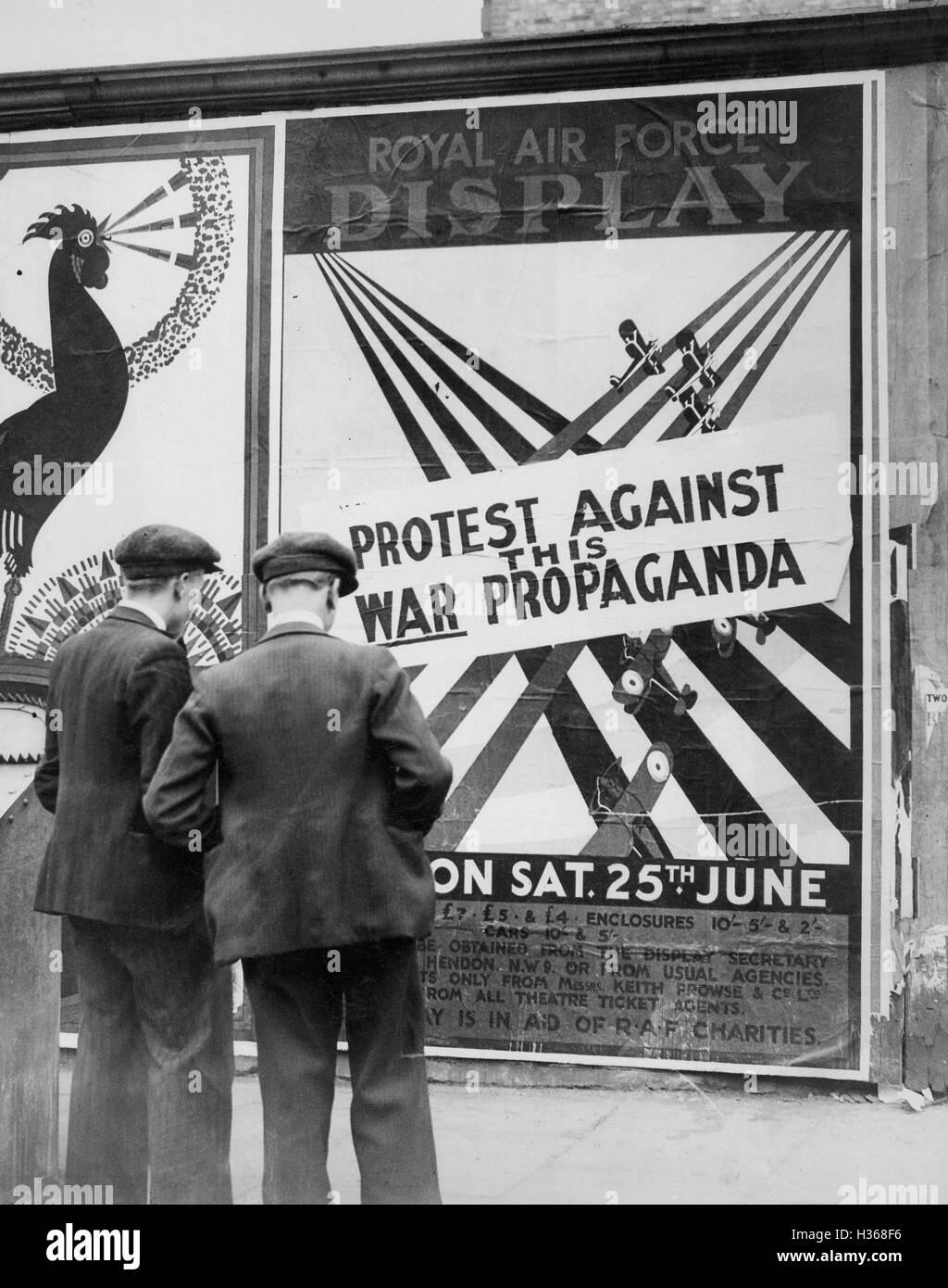Pazifistische Protest gegen Hendon Air Festzug in London, 1932 Stockbild