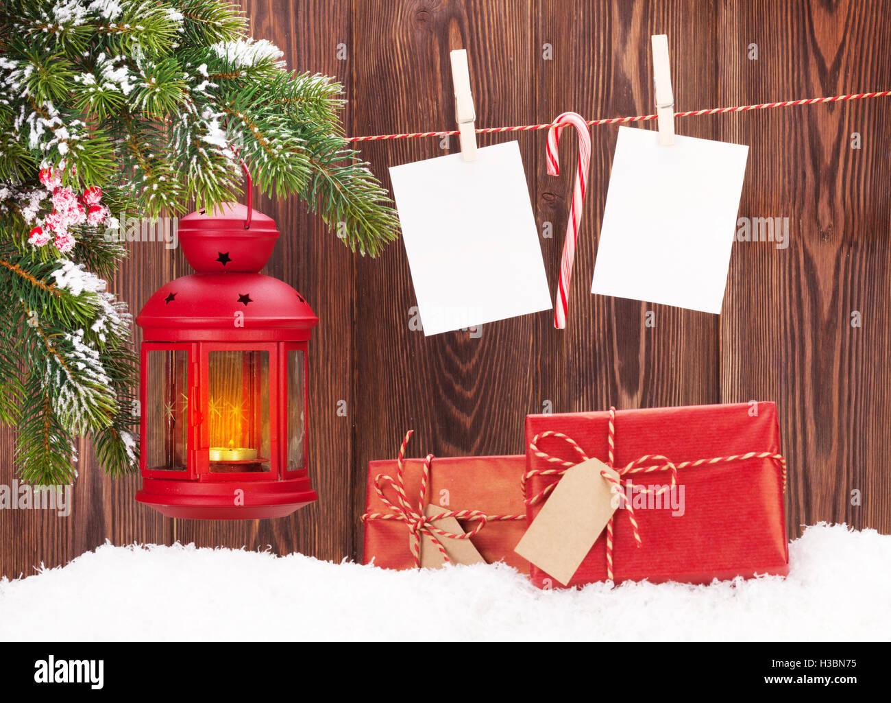 Weihnachten Kerze Laterne, Geschenkboxen und leere Bilderrahmen ...