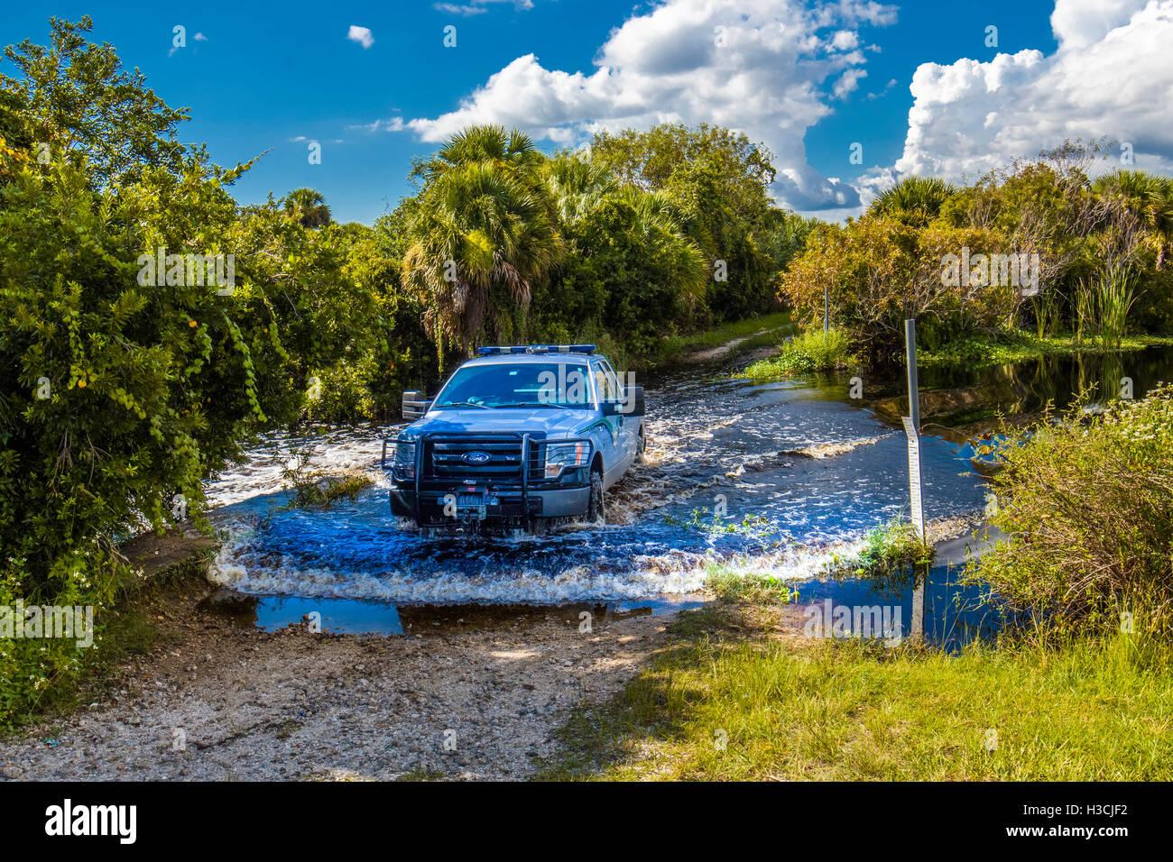 Ranger LKW Überfahrt Creek Wild Prairie Creek Preserve in Venice Florida Stockfoto