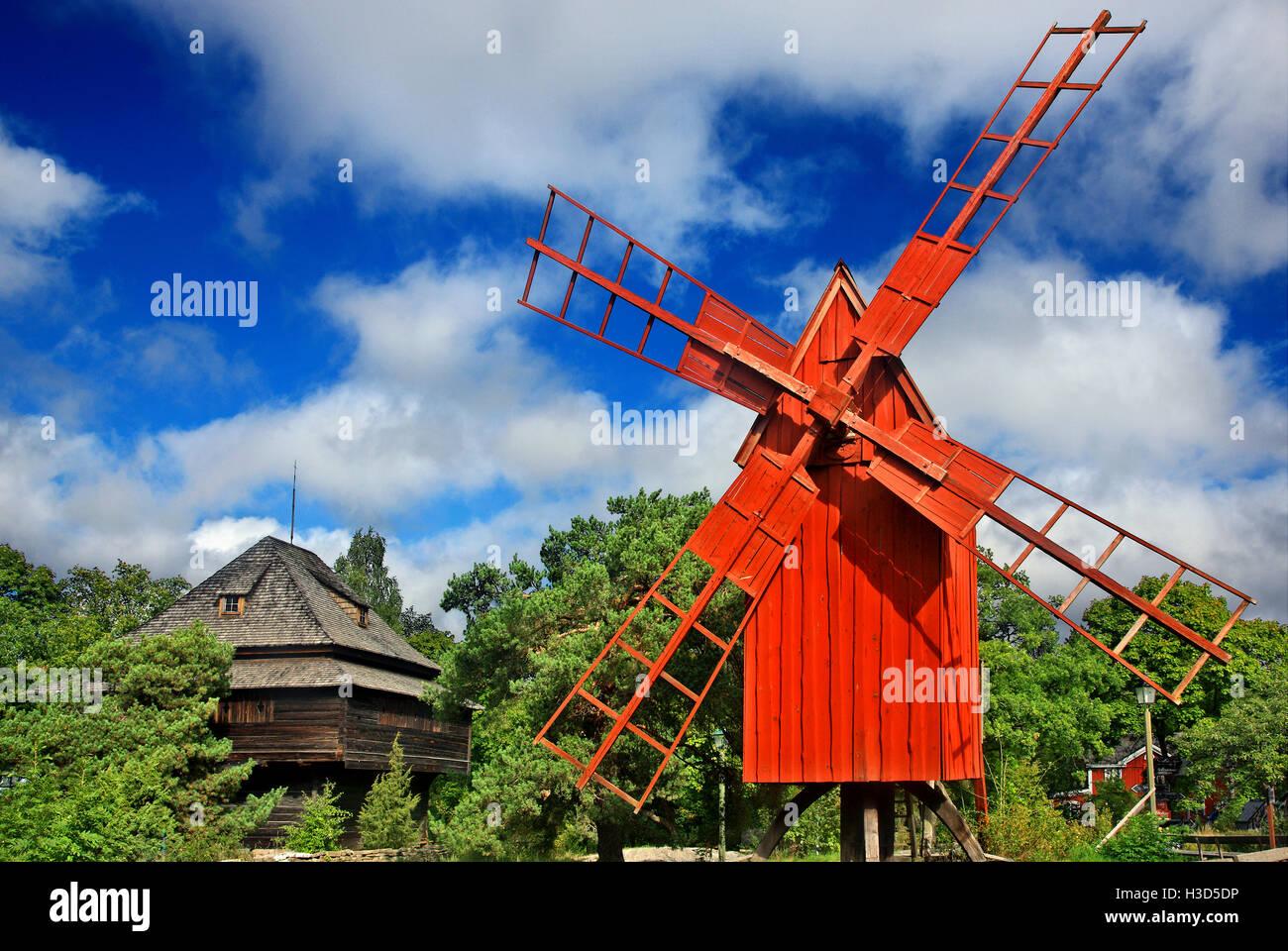 Schöne alte Windmühle in Skansen Freilichtmuseum, Insel Djurgarden, Stockholm, Schweden Stockbild