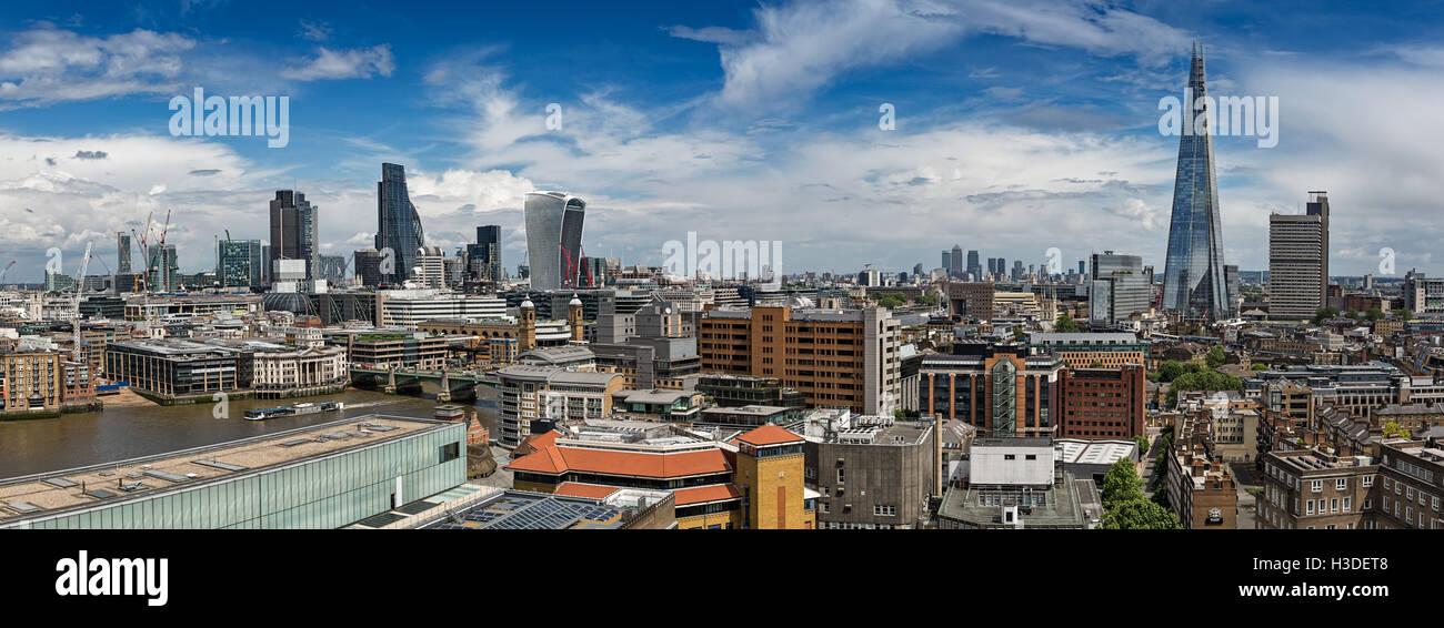 Panoramablick auf London vom Schalter Haus in der Tate Modern Art Gallery. Stockbild