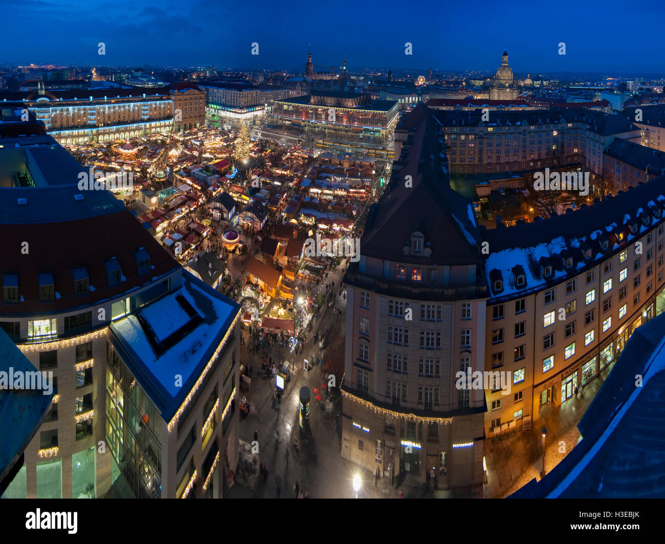 striezelmarkt christmas market in dresden stockfotos. Black Bedroom Furniture Sets. Home Design Ideas