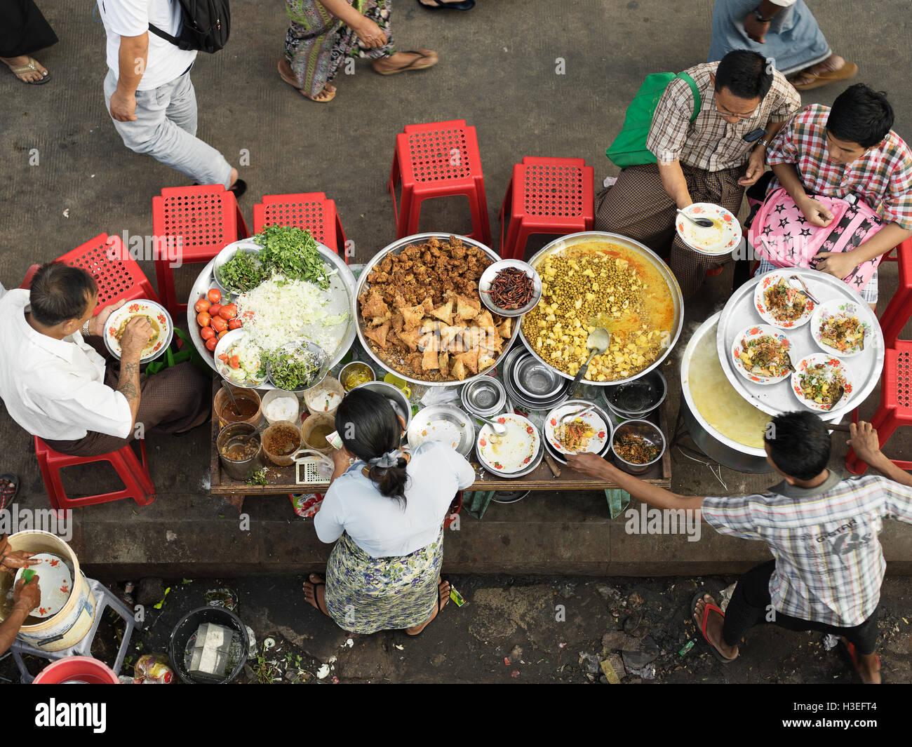 Städter sammeln für eine Gemeinschaft fest in Yangon, Myanmar (Burma) Stockbild