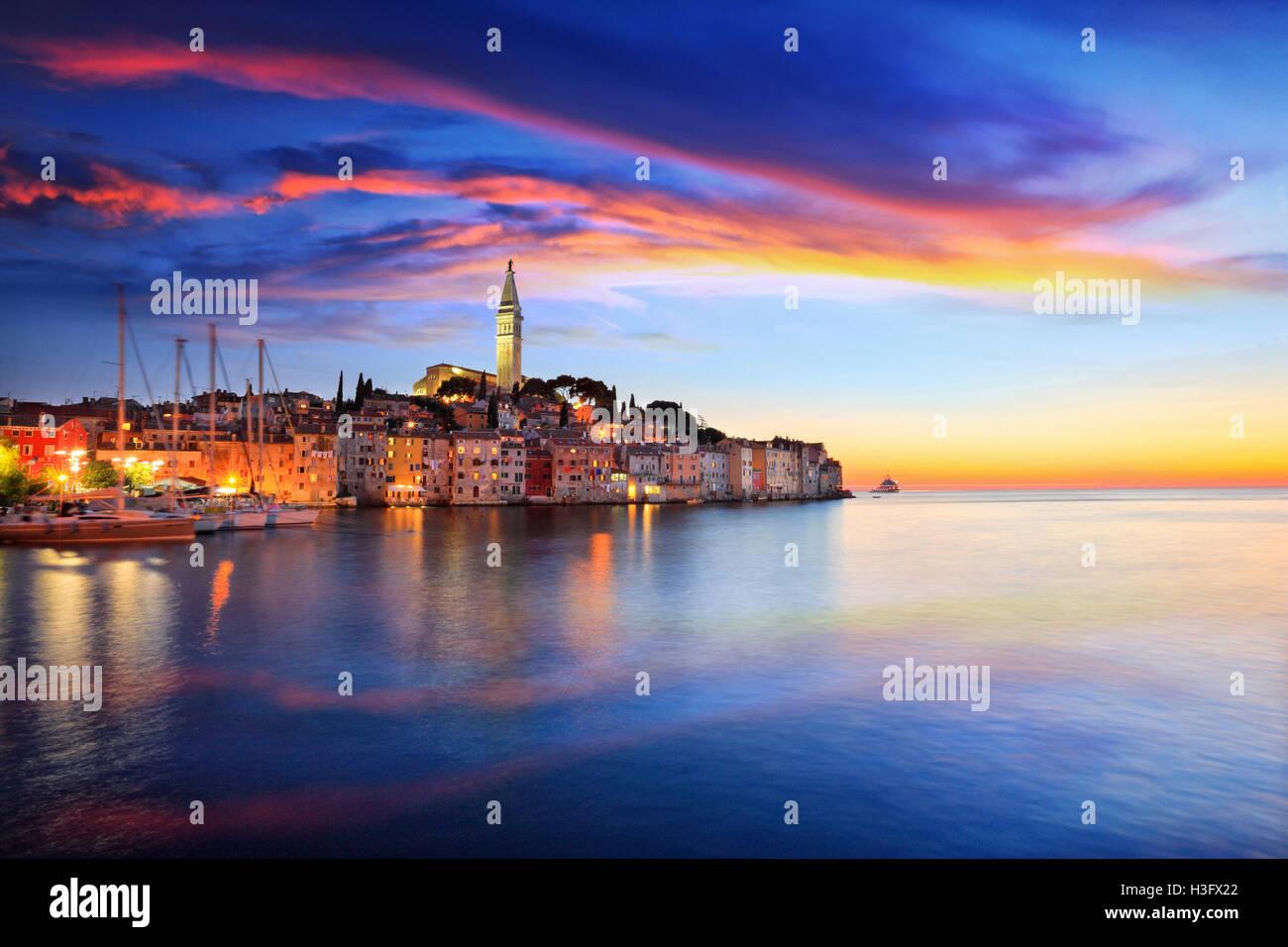 Rovinj Kleinstadt bei Sonnenuntergang in Kroatien Stockbild