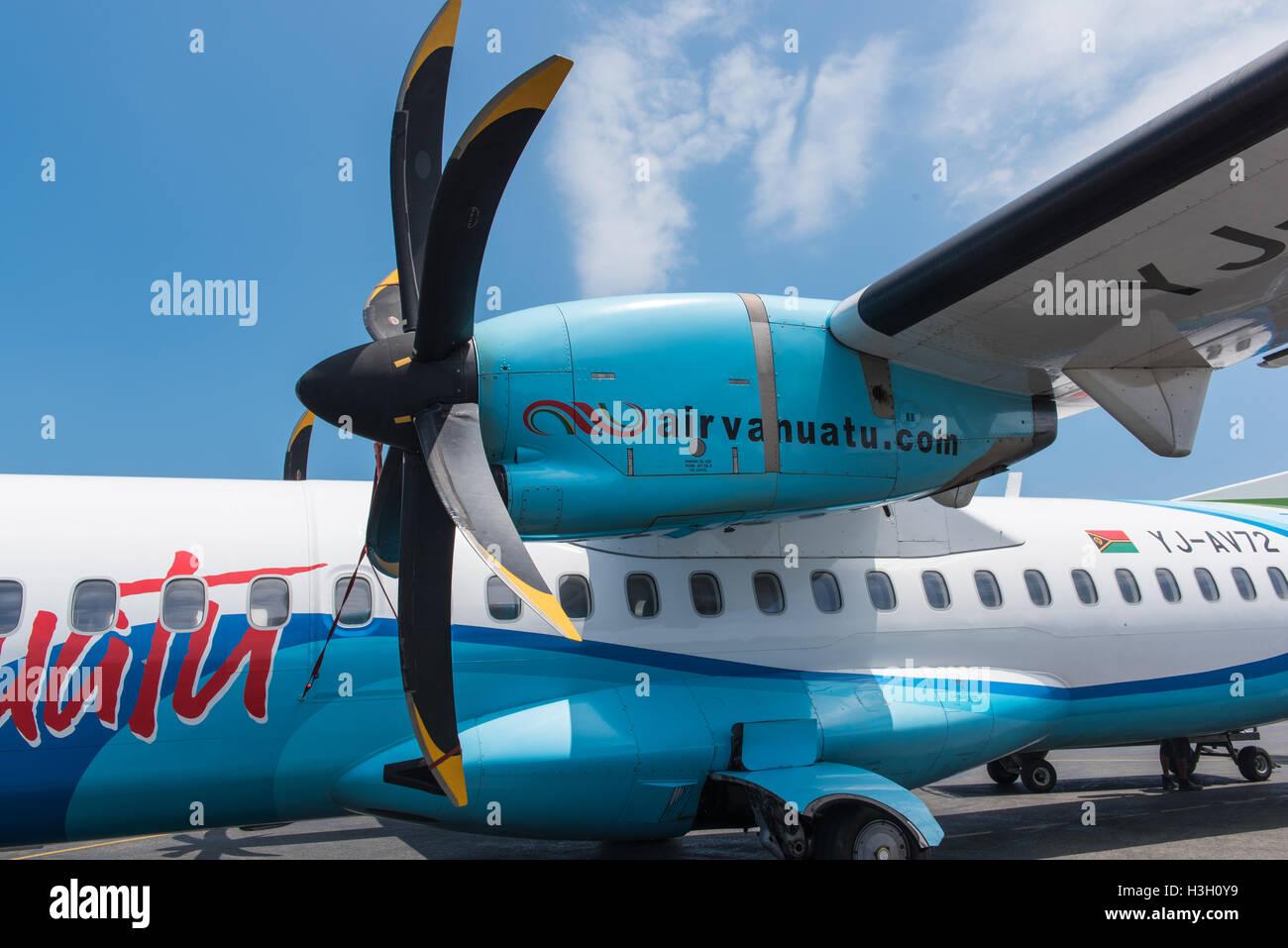 Portvila, Vanuatu - 27. September 2016: Nahaufnahme der Air Vanuatu ATR 72-500-Flugzeug-Propeller und Flügel Stockbild