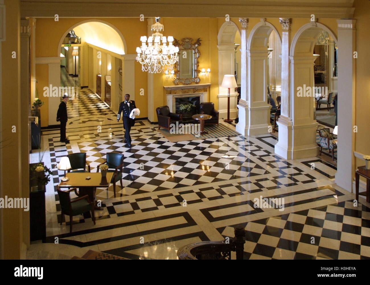 Hotel Foyer Auf Englisch : Nur selten fotografiert foyer lobby im claridges london