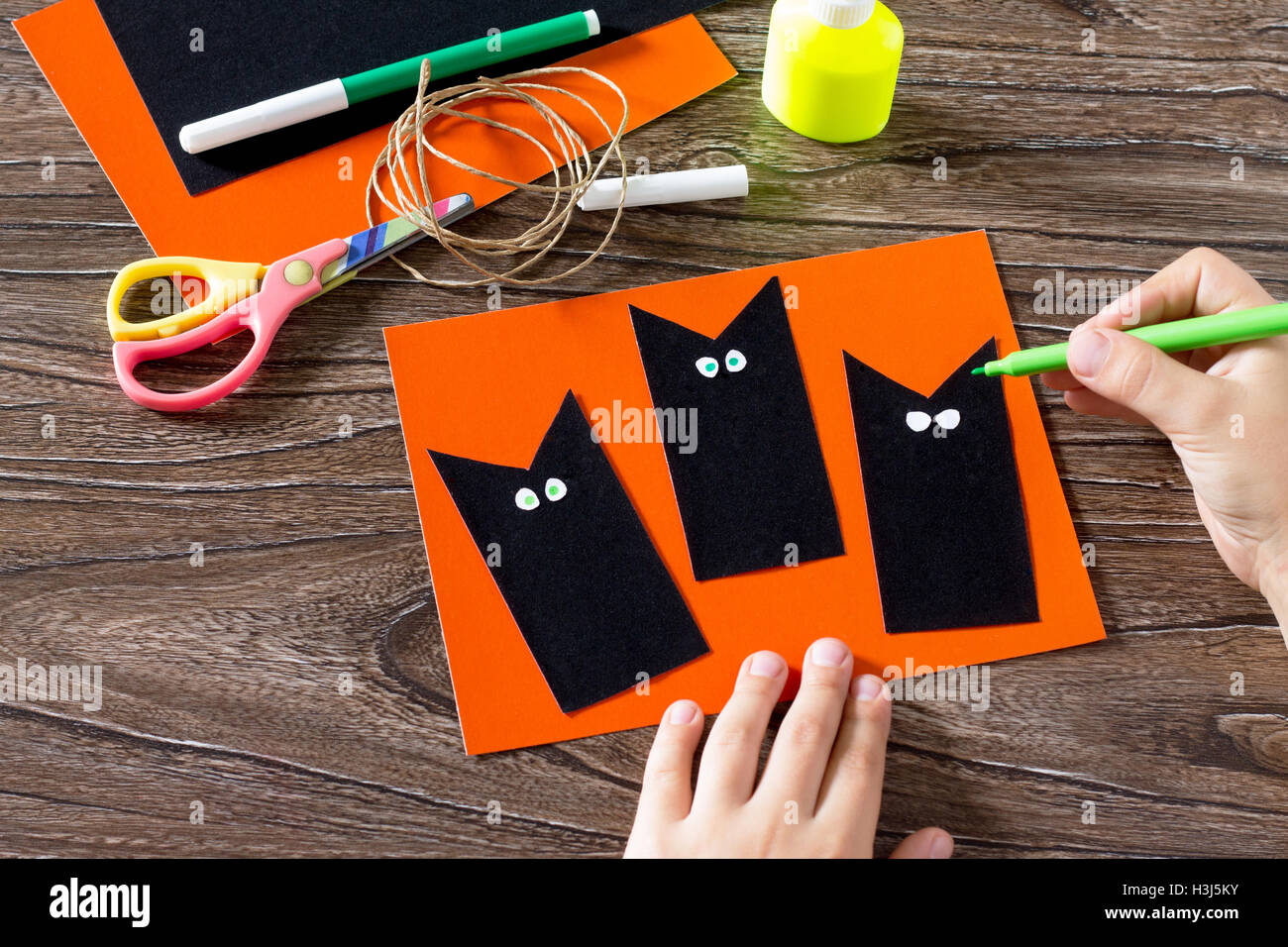drawing cat paper stockfotos drawing cat paper bilder alamy. Black Bedroom Furniture Sets. Home Design Ideas