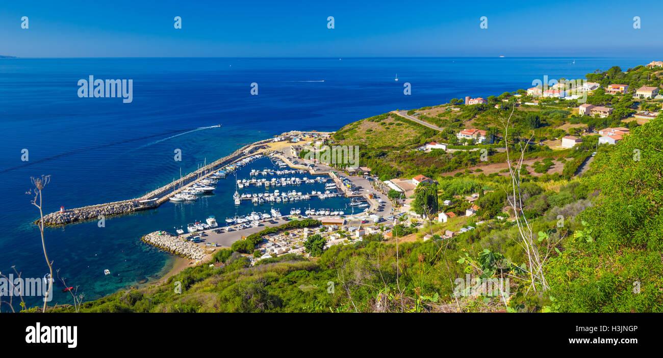 Hafen Sie mit Yachten in Cargese Stadt auf der Straße D81, Korsika, Frankreich Stockbild