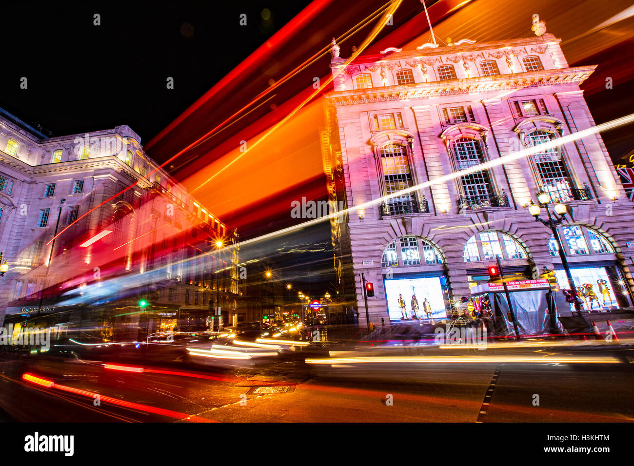 Light Trail Trails am Londoner Piccadilly Circus Stockbild