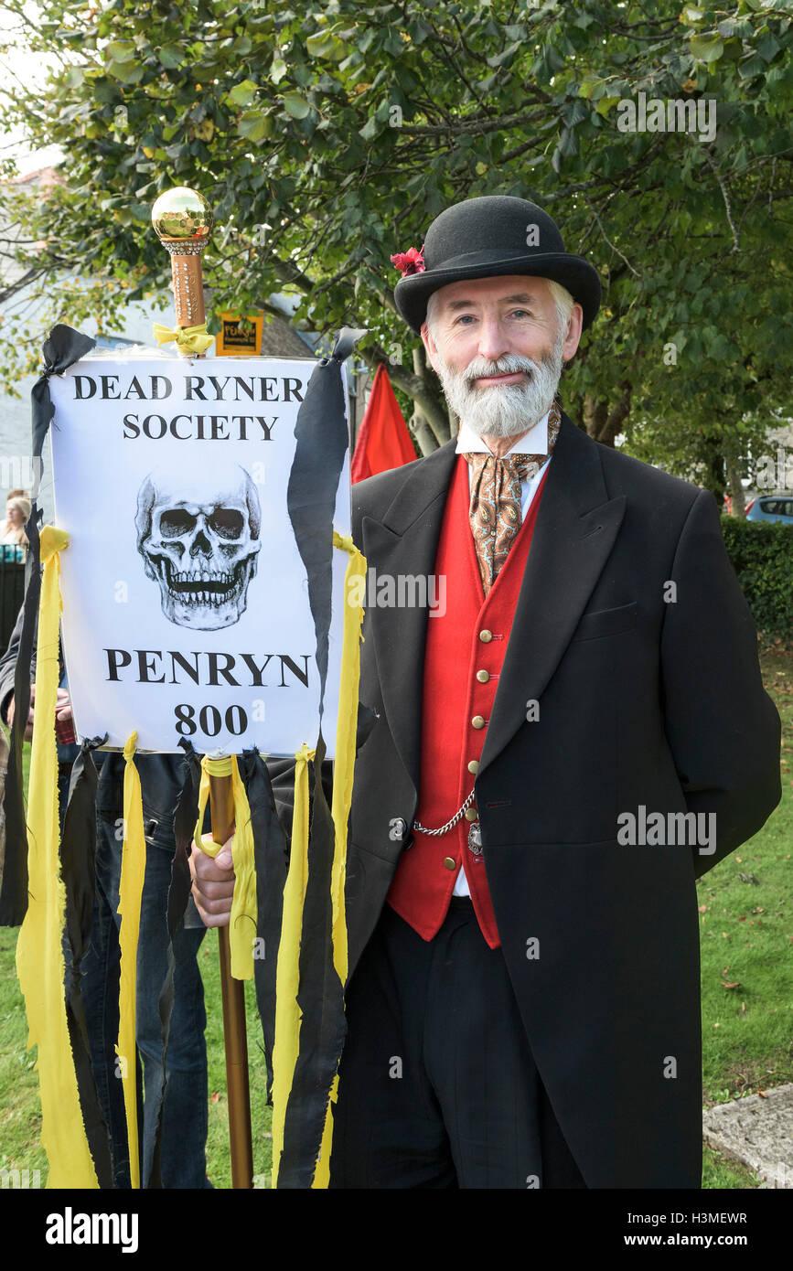 Ein Vertreter der Toten Rymers Gesellschaft beteiligt sich an der Penryn-Festival in Cornwall Stockbild
