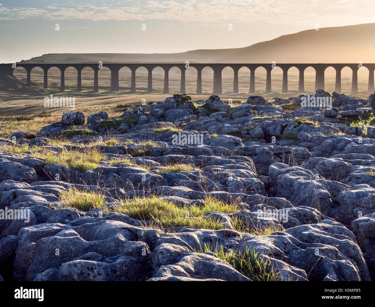 Ribblehead-Viadukt bei Sonnenuntergang Ribblehead Yorkshire Dales England Stockbild