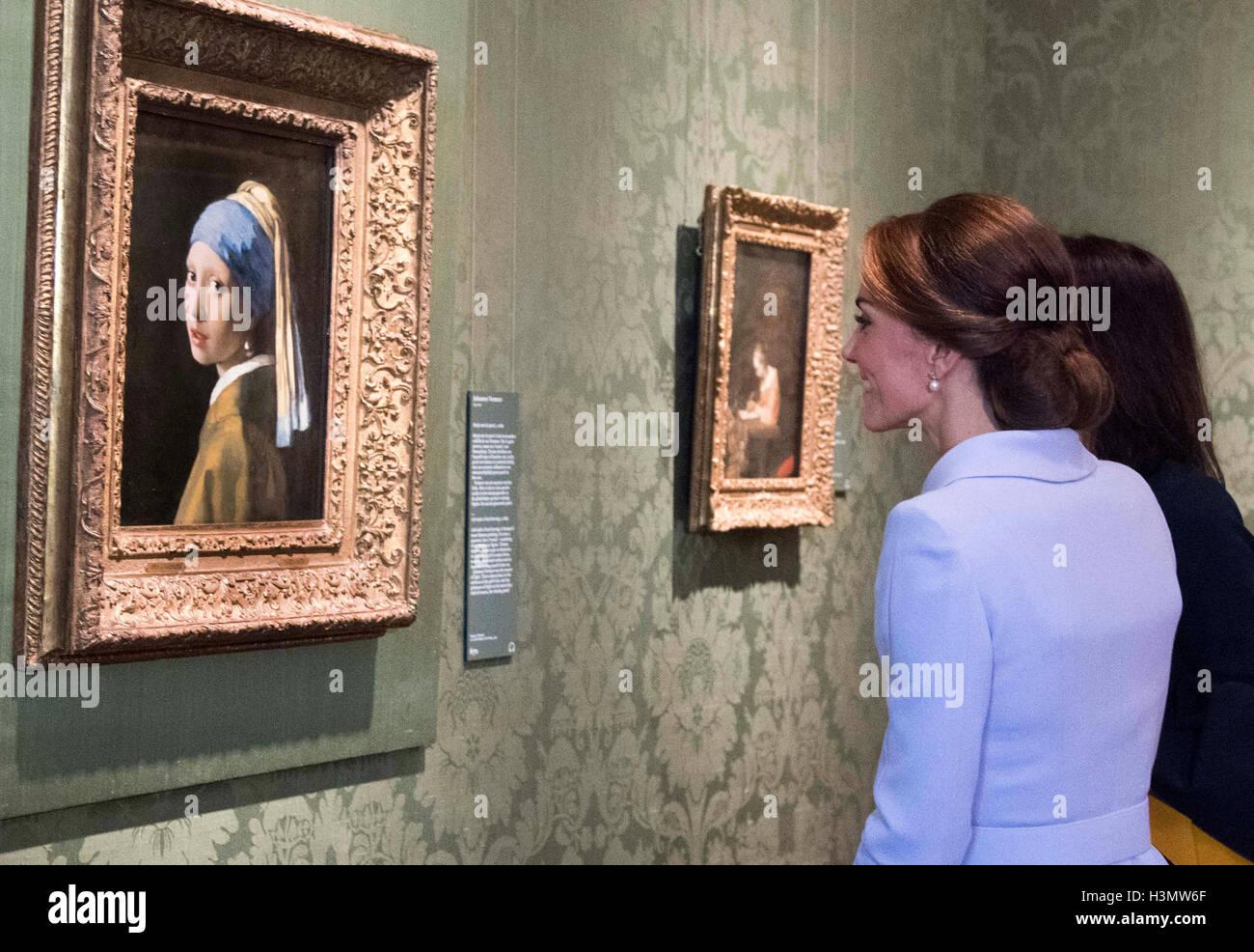 Die Herzogin Von Cambridge Ansichten Mädchen Mit Dem Perlenohrring