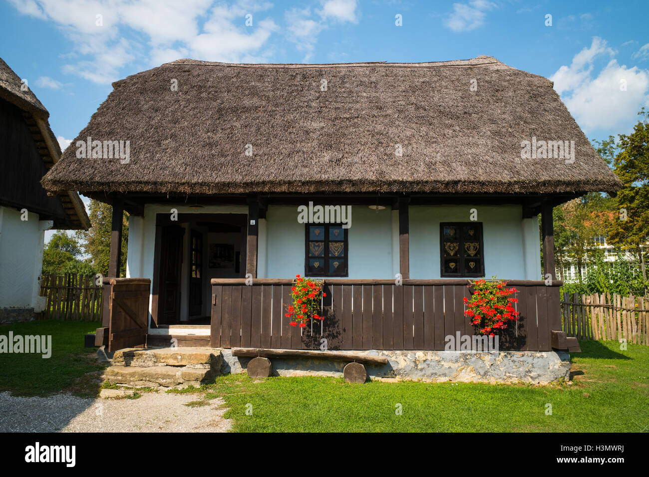 Traditional house village croatia stockfotos traditional for Traditionelles thai haus