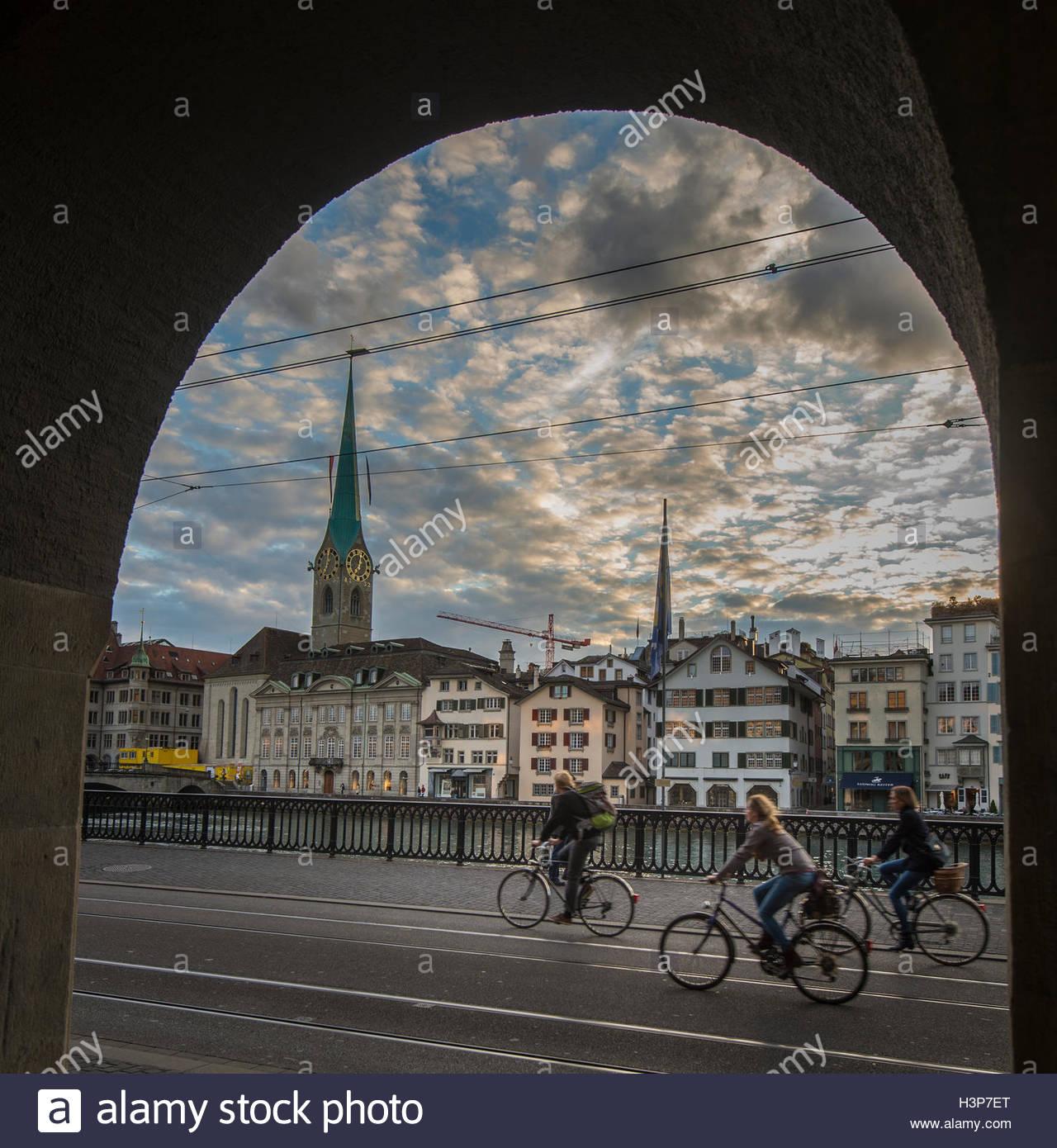 Radfahrer in Zürich unterwegs. Stockbild