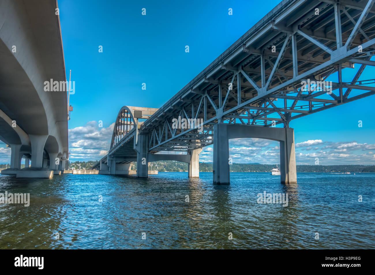 Ein Blick unter die i-90 Brücke in Seattle, Washington. HDR-Bild. Stockbild