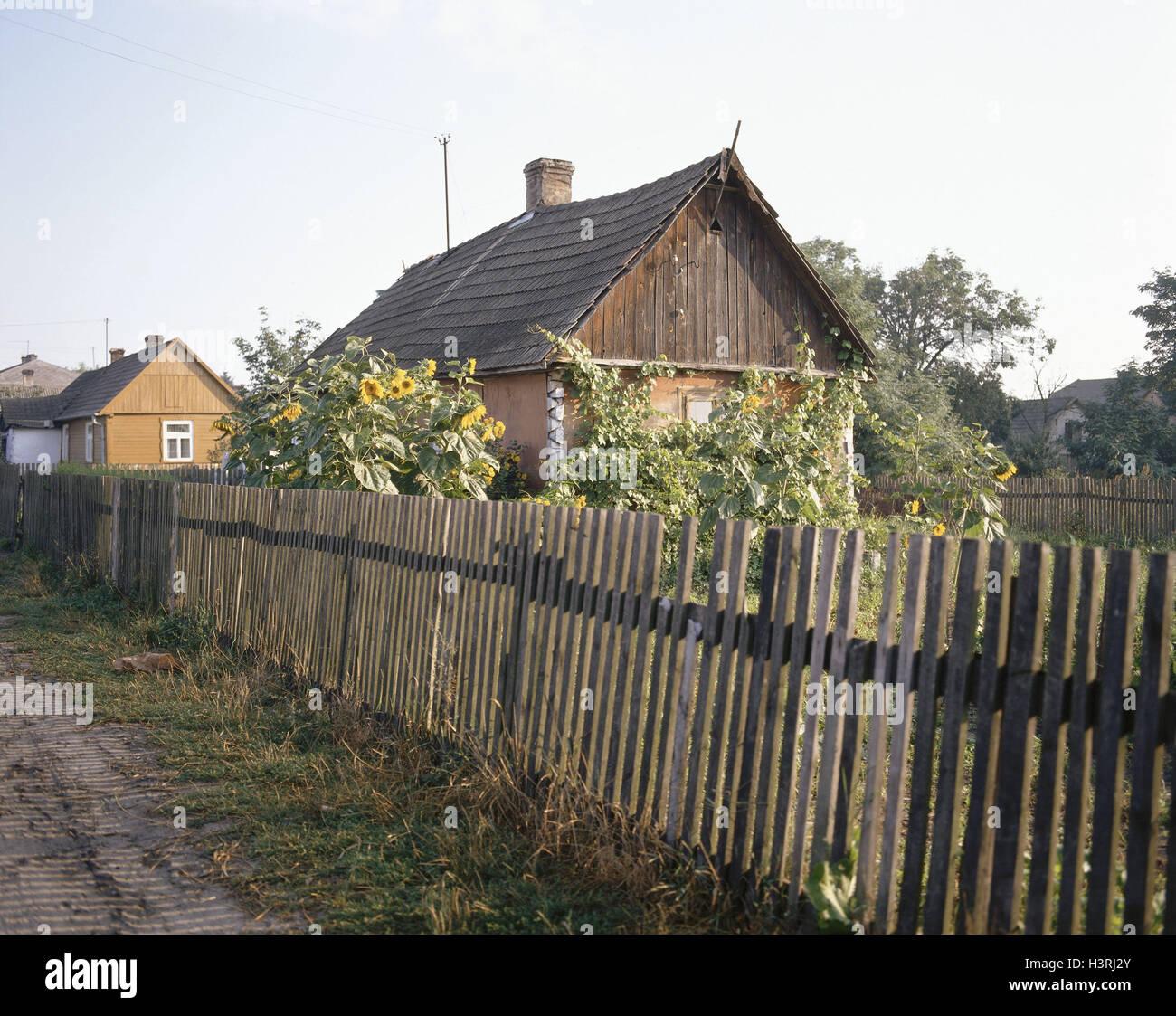 Polen Bauernhaus Garten Sonnenblumen Holz Zaun Europa Dorf