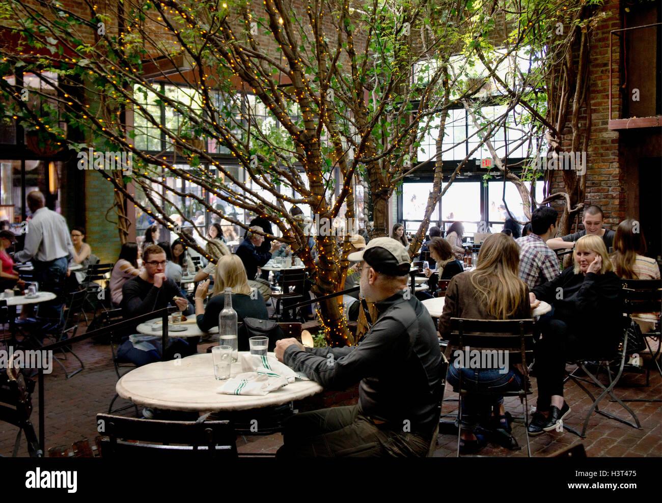 Der Park Restaurant In Chelsea Meatpacking District Of New York