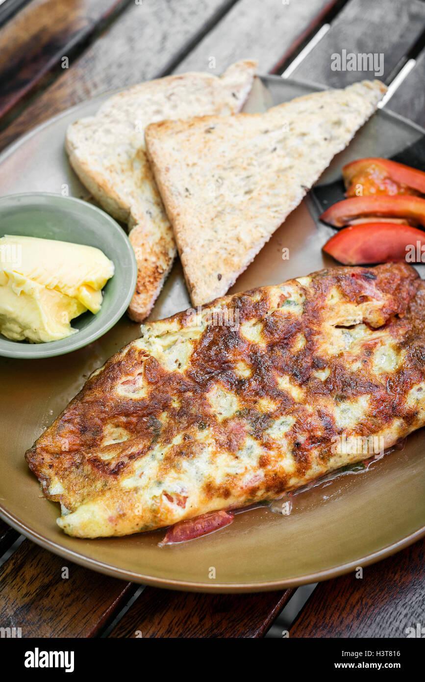 Omelette Omelett mit Toast s Mealimple Frühstück set Stockbild