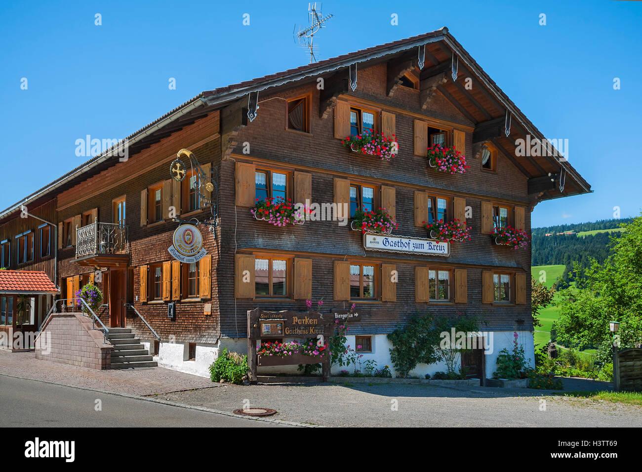 Gasthof Zum Kreuz, Gästehaus, Aach, Oberallgäu, Bayern, Deutschland Stockbild