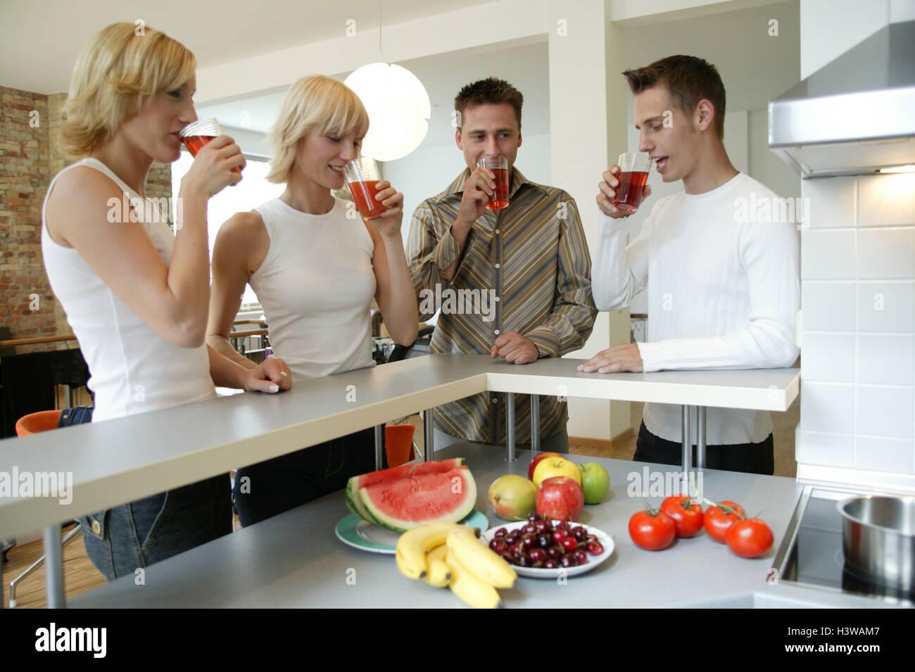 Küche, Bar, Freunde, glücklich, Getränke, zu Hause, Einladung, Gäste ...