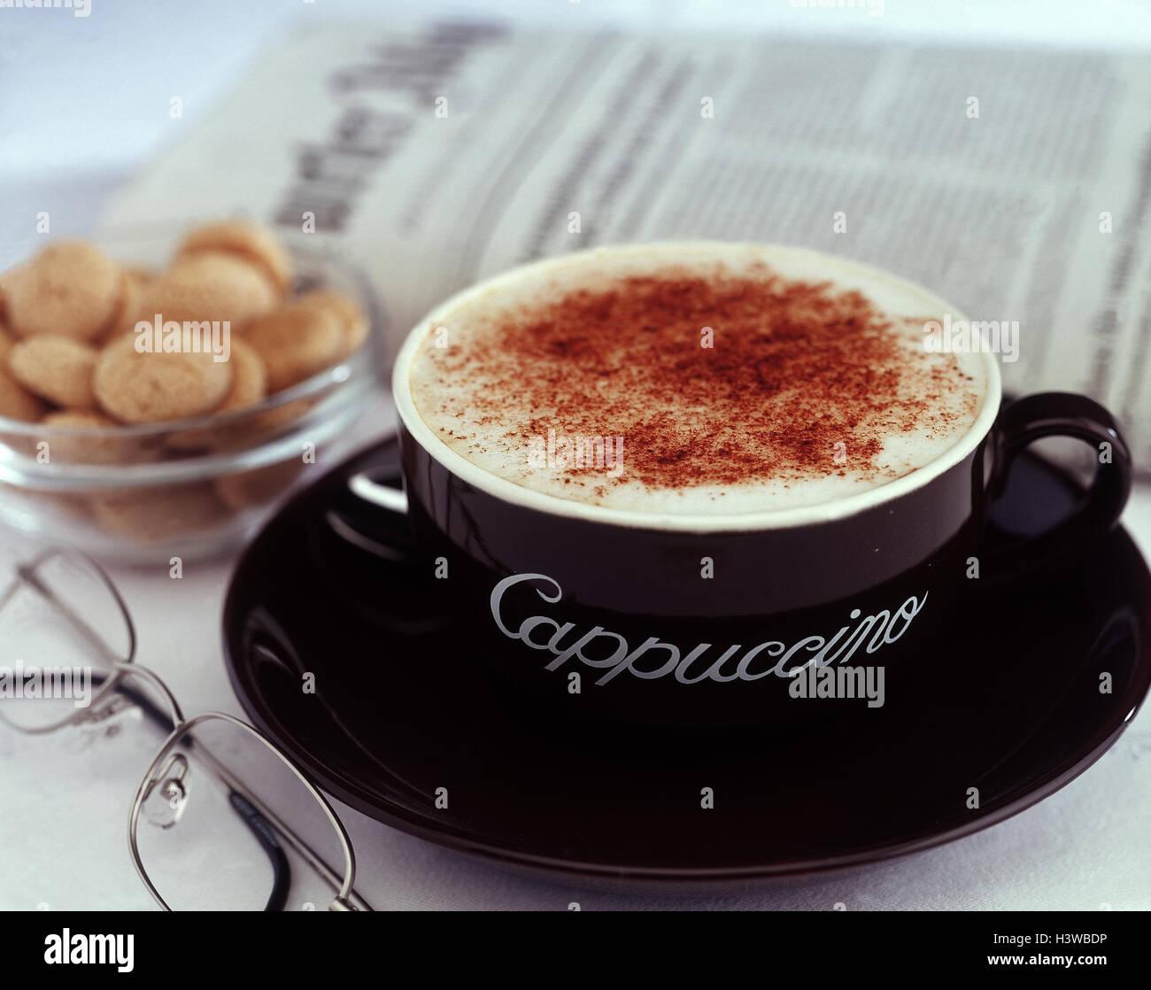 Tasse Cappuccino, Kuchen, Brille, Zeitung, Produktfotografie, in ...