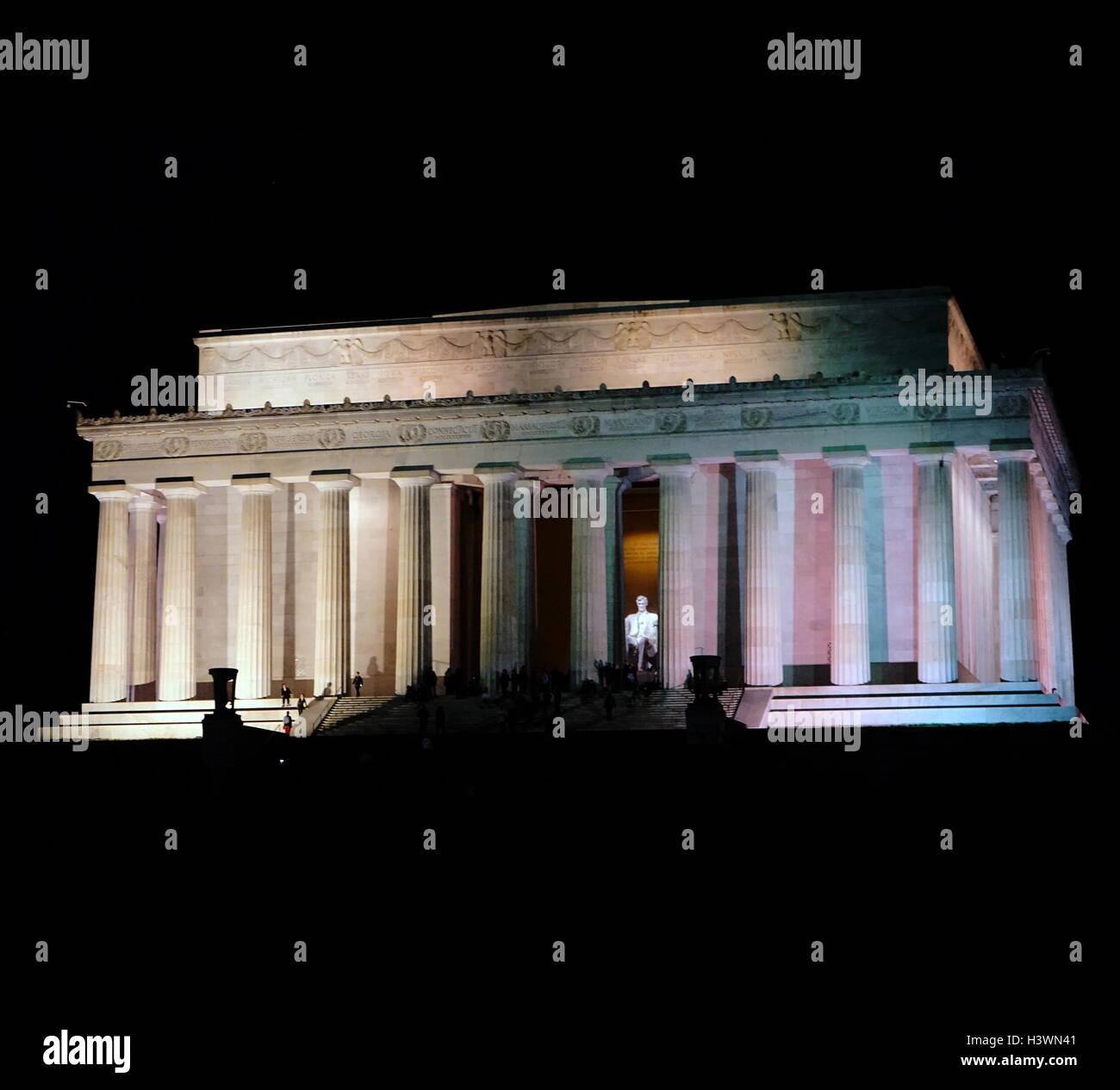 Außenseite des Lincoln Memorial in der Nacht Stockbild