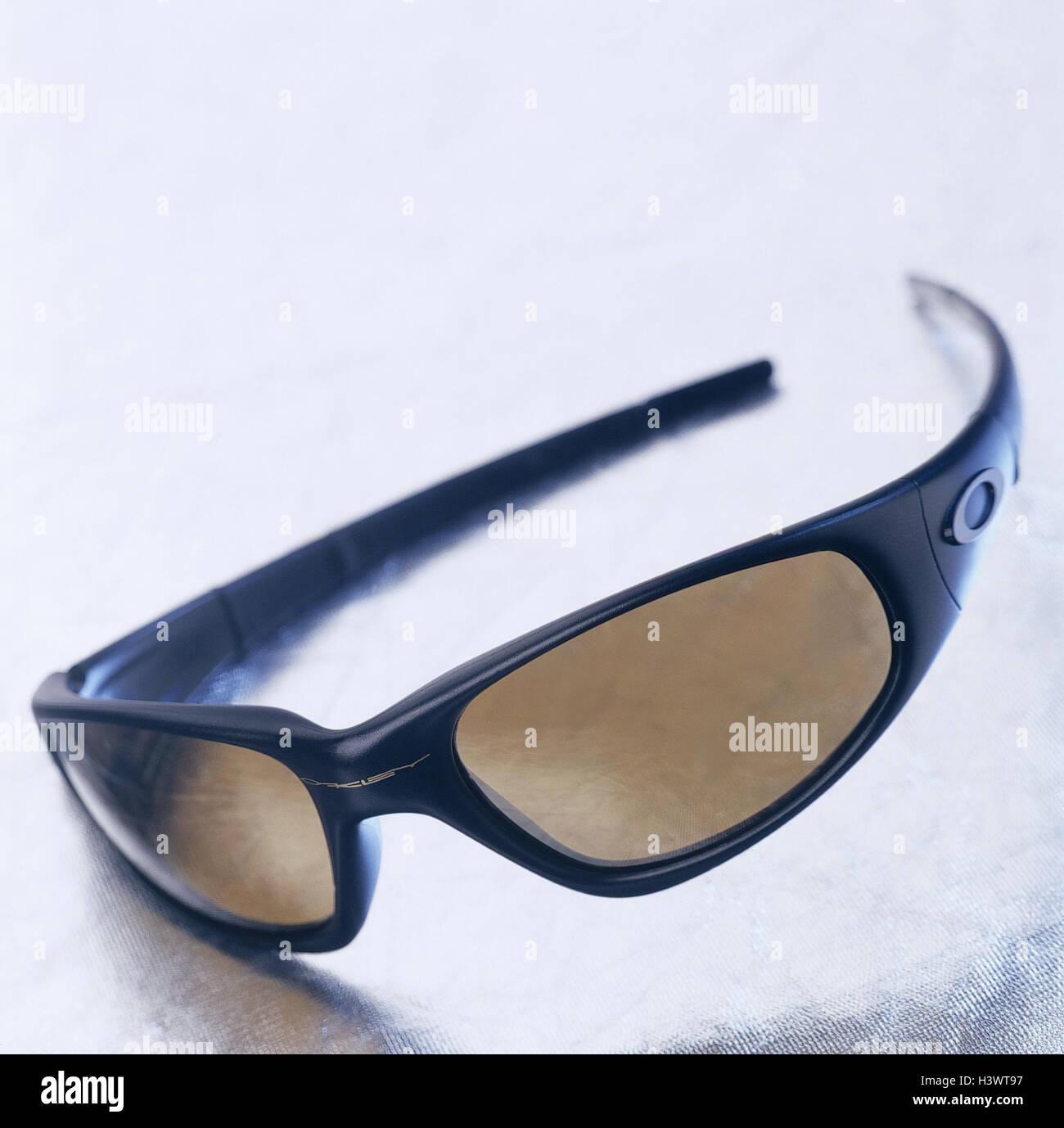 Oakley Sunglasses Stockfotos & Oakley Sunglasses Bilder - Alamy