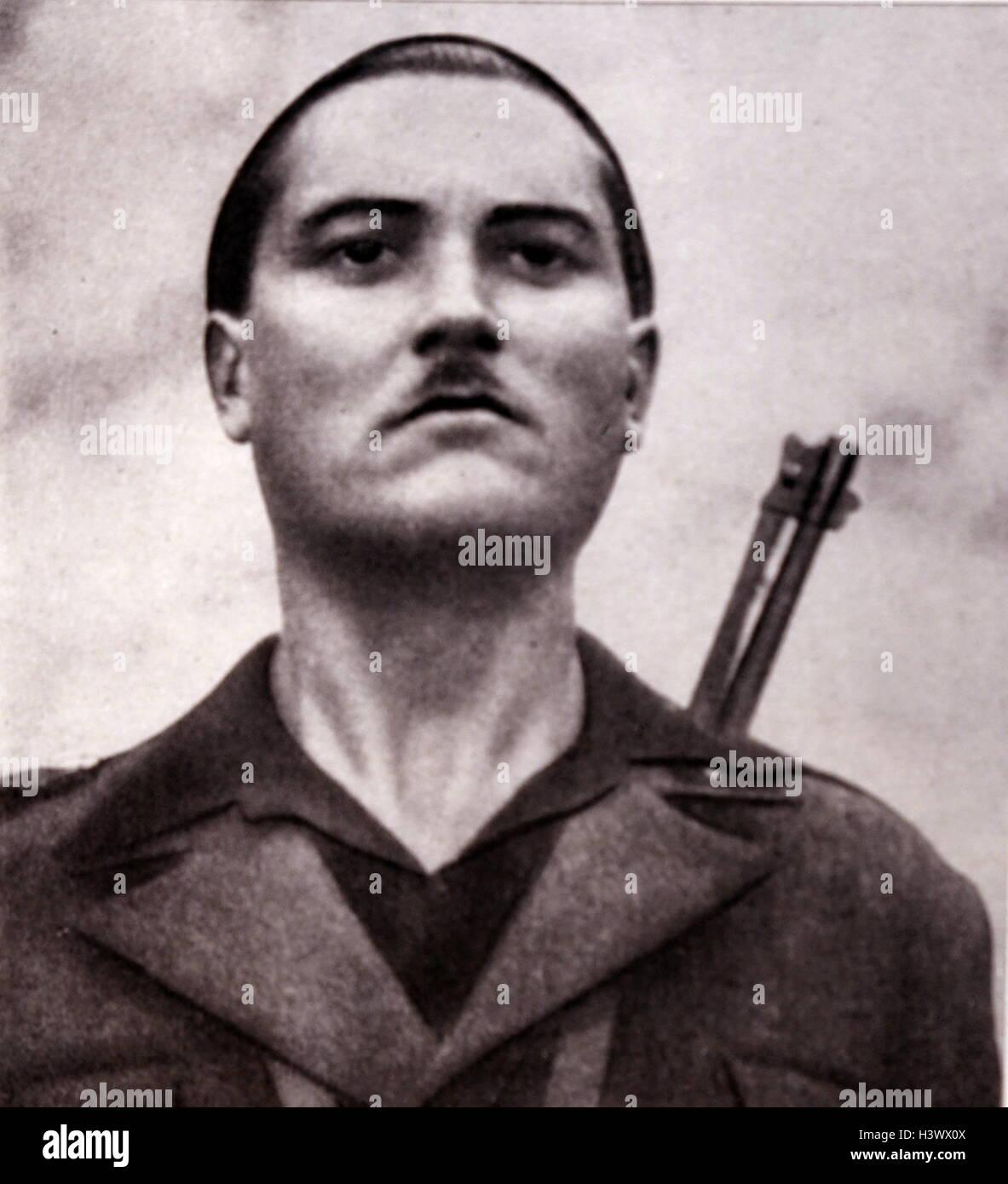 Italienische Propaganda Postkarte eines bewaffneten faschistischen Miliz-Mitglieds 1936 Stockbild