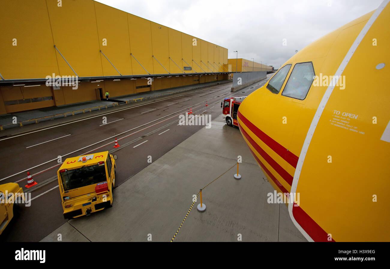 Schkeuditz Deutschland 12 Oktober 2016 Ein Dhl Flugzeug Steht Im