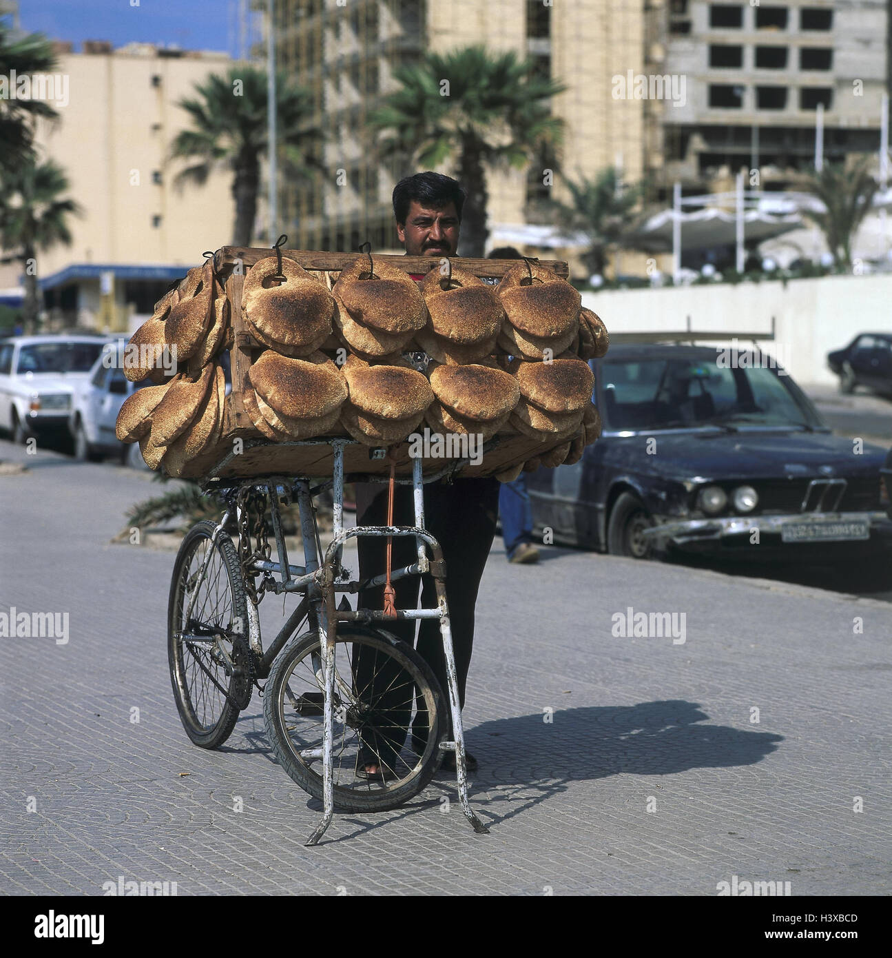 Libanon Beirut Mann Fahrrad Kuchen Und Geback Dem Nahen Osten