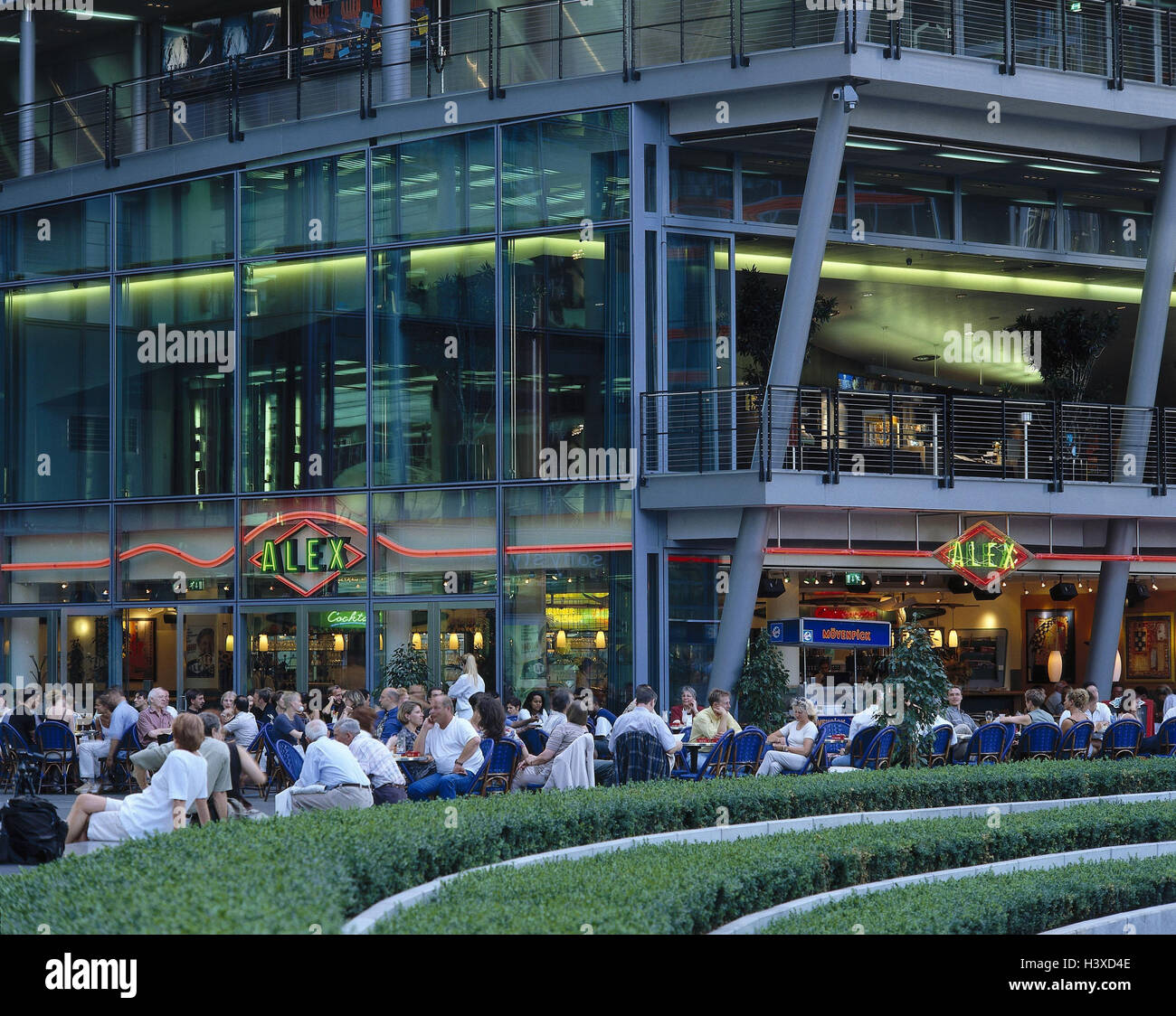 Deutschland Berlin Potsdamer Platz Sony Center Atrium Café