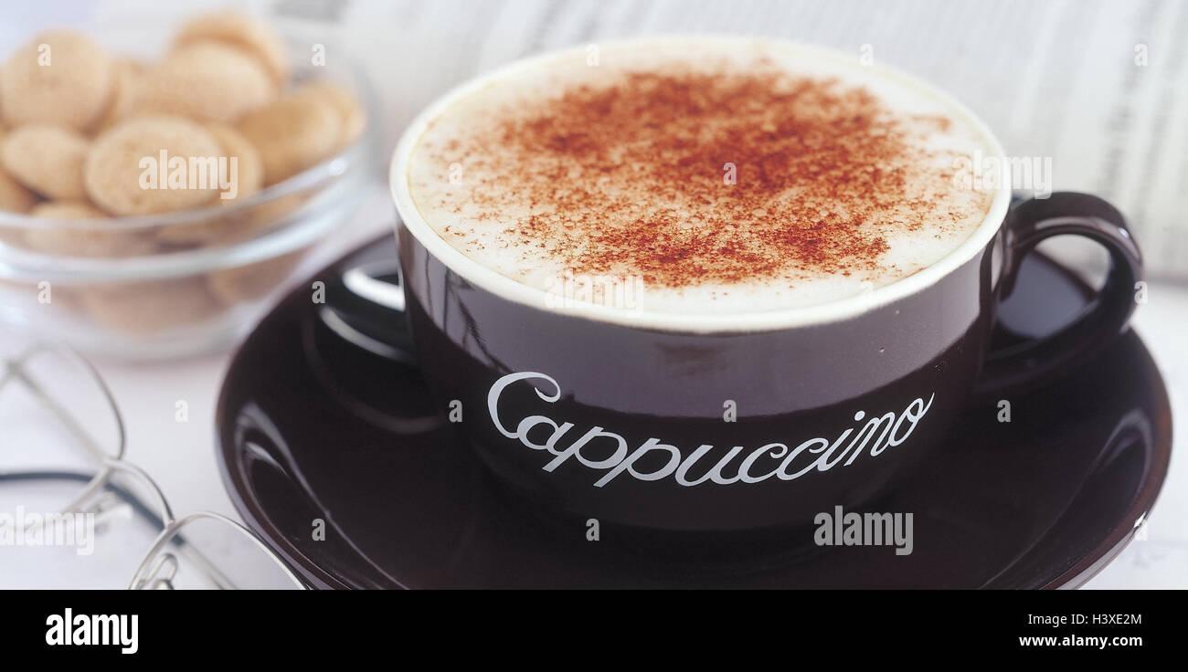 Tasse Cappuccino, Kuchen, Brille, Zeitung, Stillleben ...