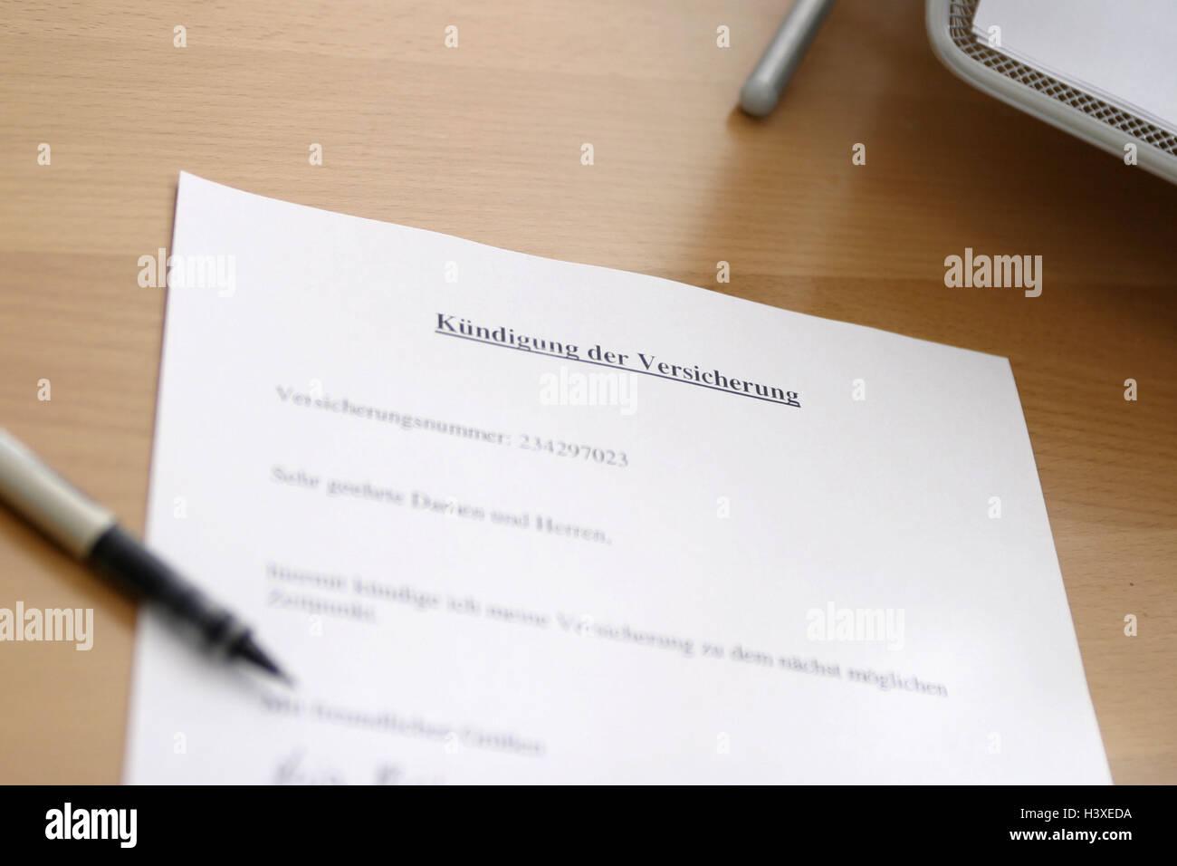 Dokument Kündigung Versicherung Schreibtisch Detail Stift
