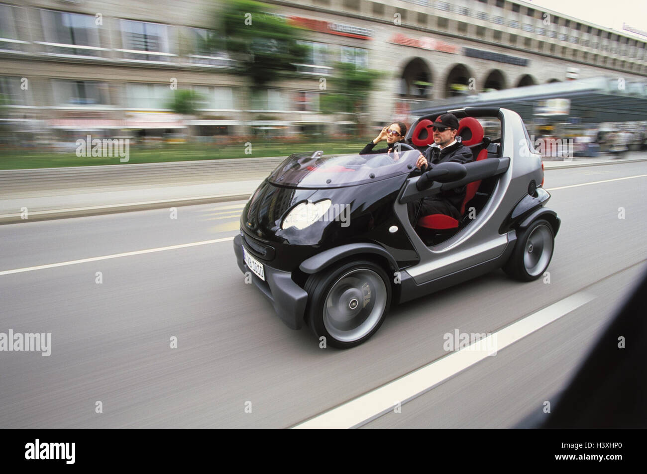 stadt verkehr paar smart cabrio spa nur. Black Bedroom Furniture Sets. Home Design Ideas