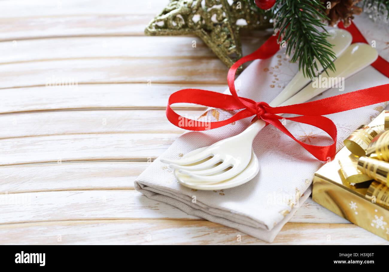 Besteck Gabel und Löffel Weihnachten Tischdekoration auf hölzernen ...