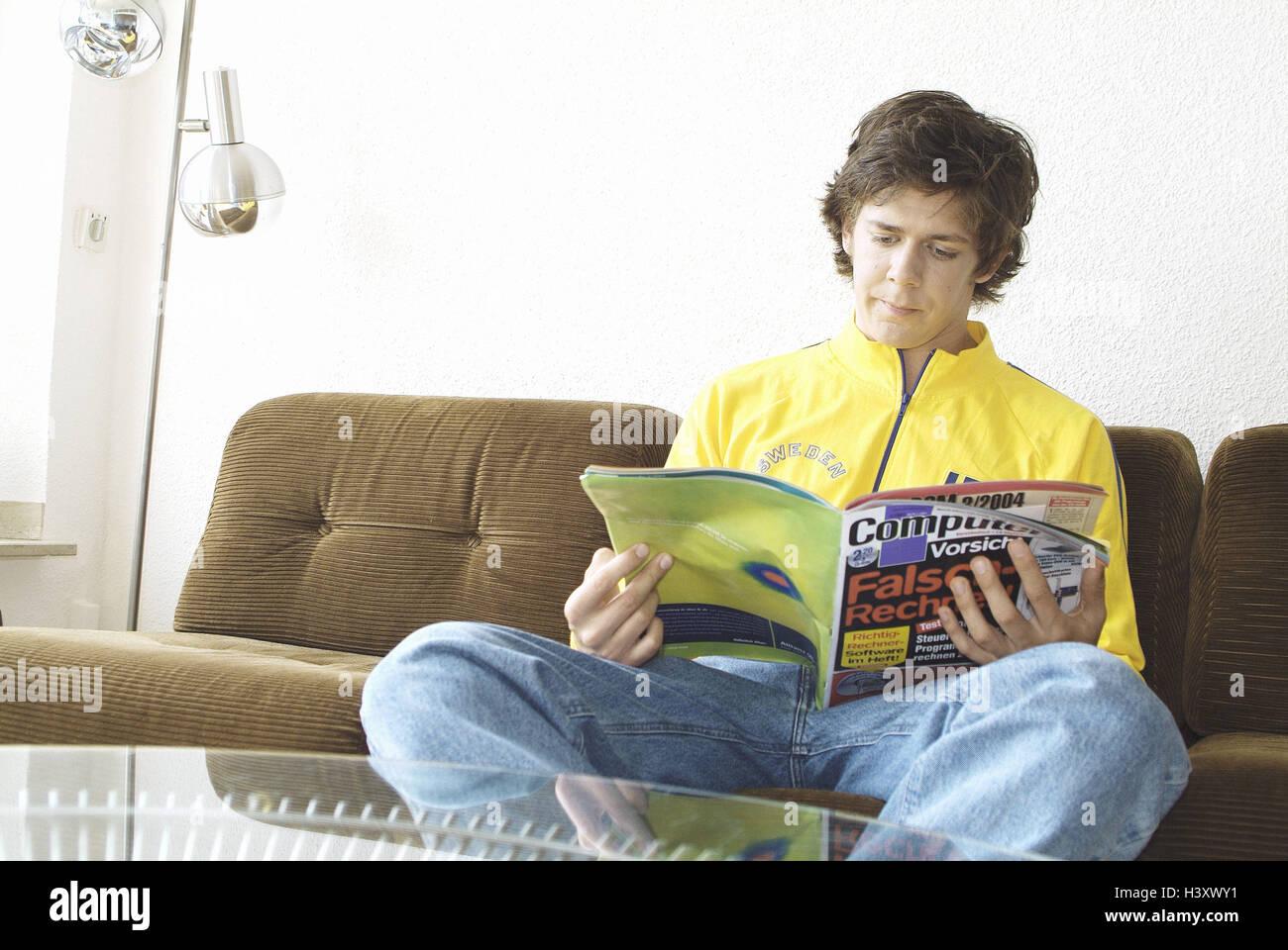 Lazy Teenager Sofa Stockfotos & Lazy Teenager Sofa Bilder - Alamy