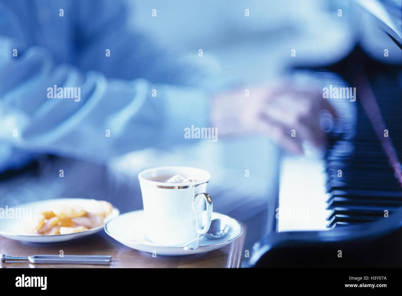 Mann Detail Um Klavier Playings Teetasse Kuchen Lebensstil